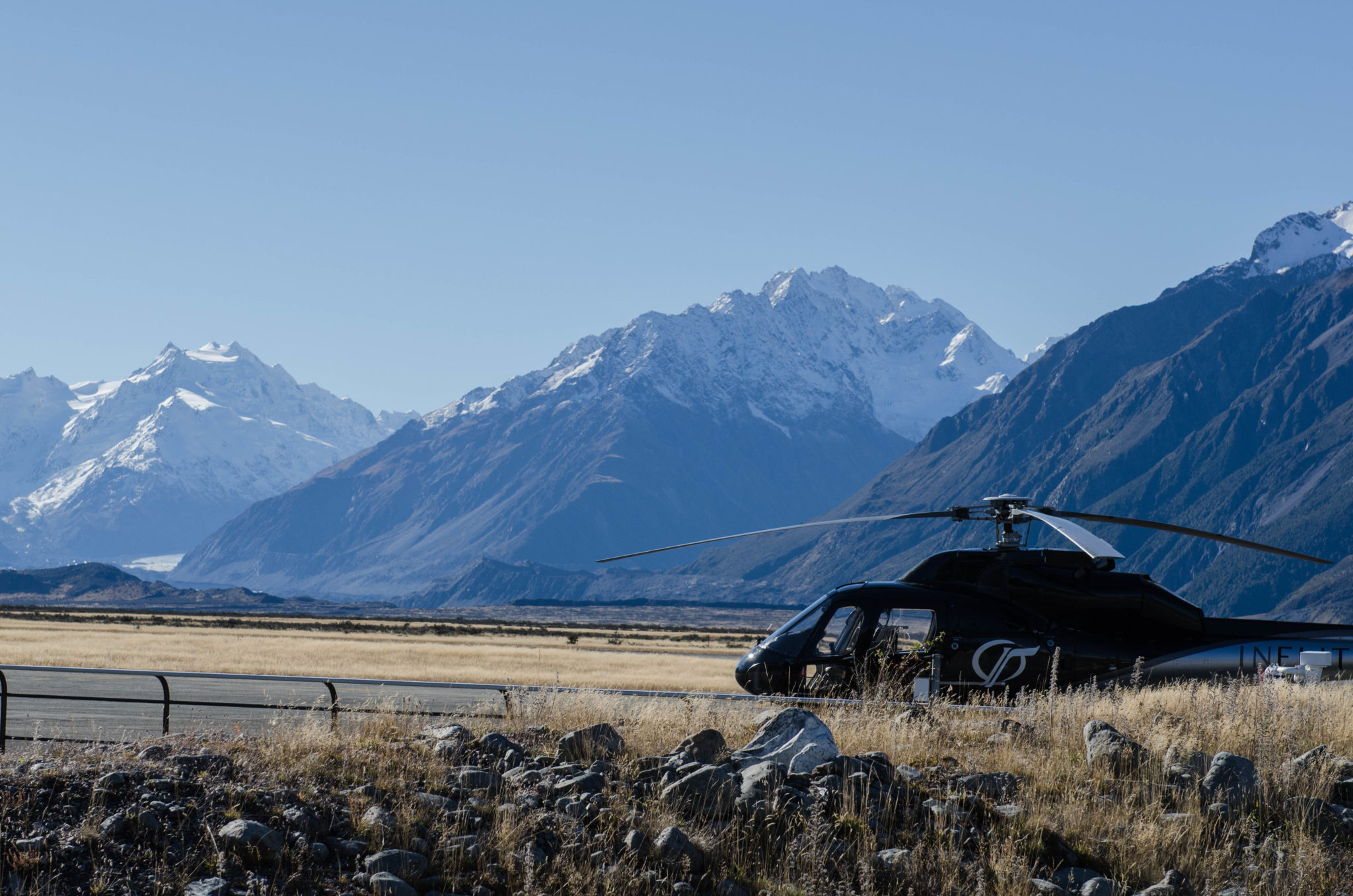 Der Helikopter steht bereit für die Gletscherwanderung auf dem Tasman Glacier