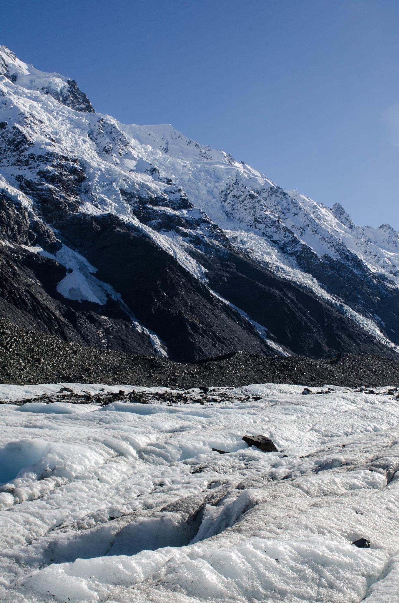 Eis und raue Berge am Mount Cook auf der Südinsel