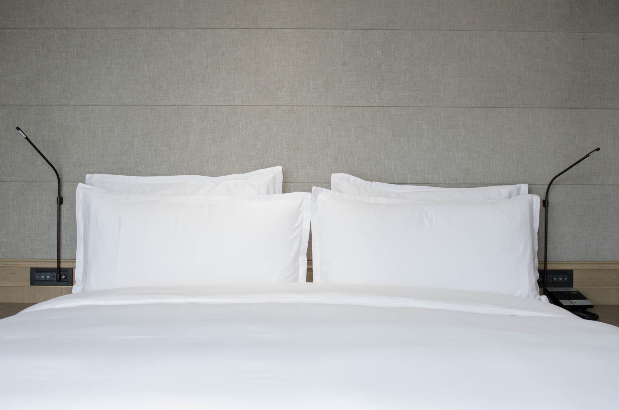 Die Betten im Zimmer im Hotel in Chaoyang in Peking