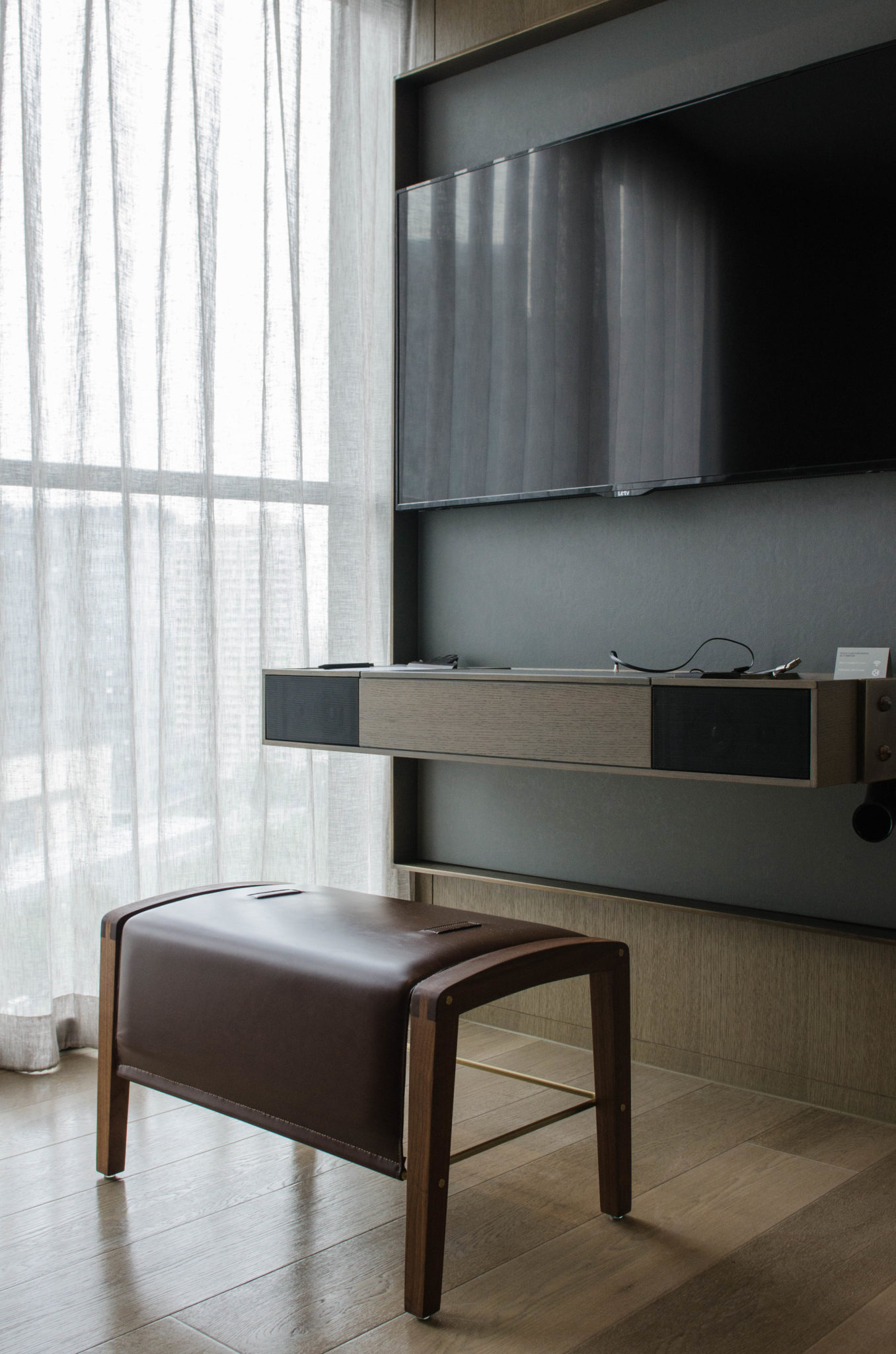Die schicke Einrichtung im Hotelzimmer