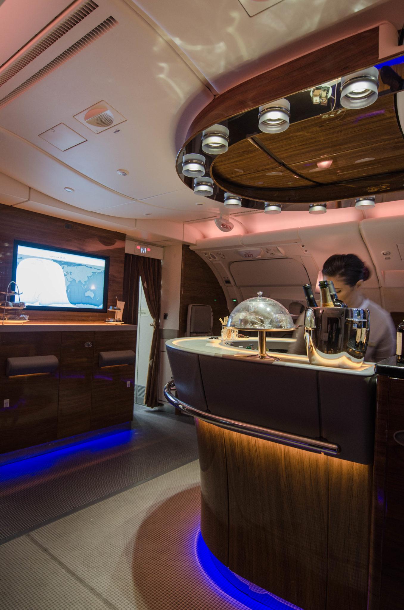 Die Bar im A380 der Emirates Business Class ist ein besonderes Highlight.