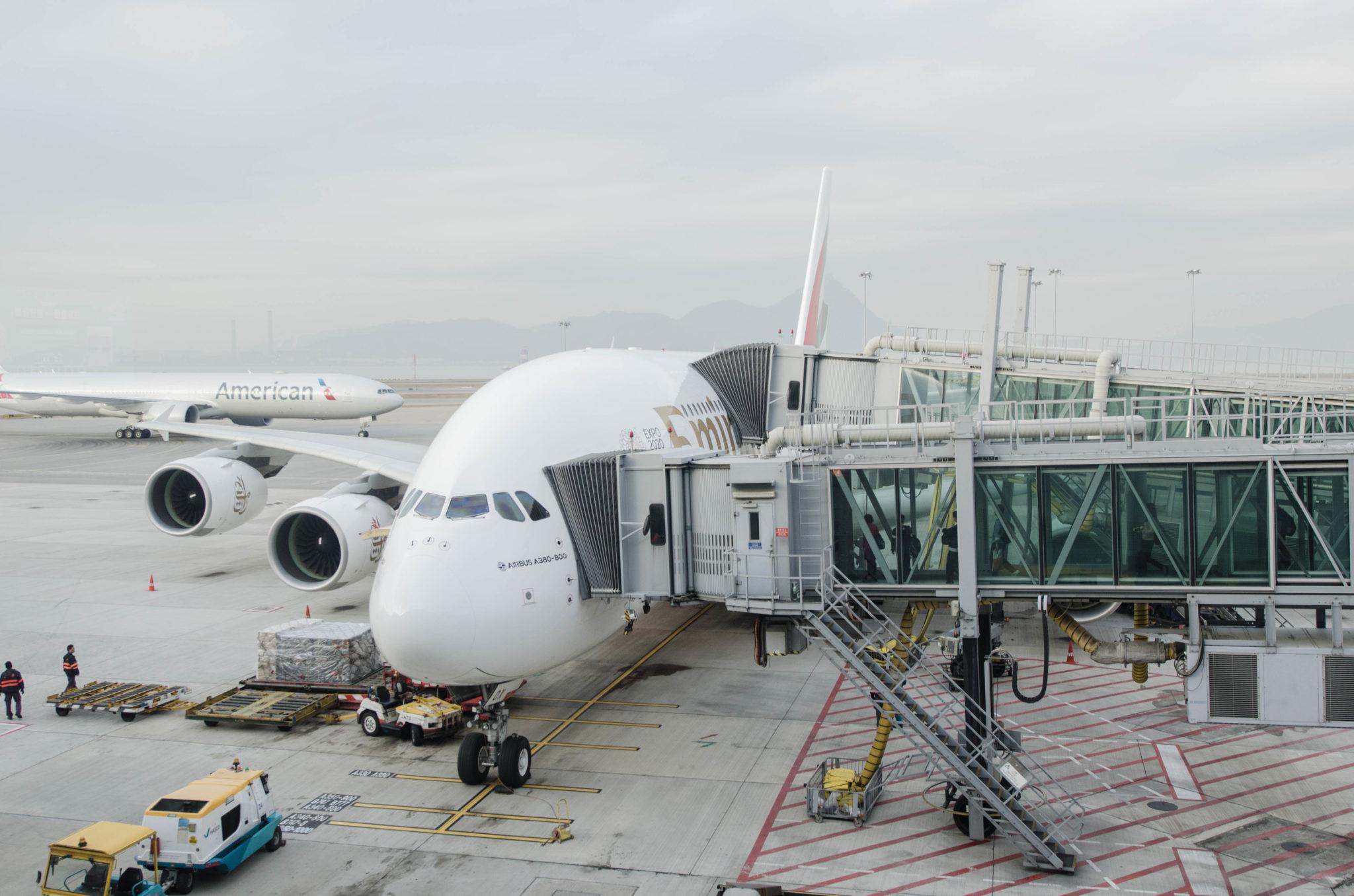 In der Emirates A380 Business Class geht es für uns von Hongkong nach Dubai.