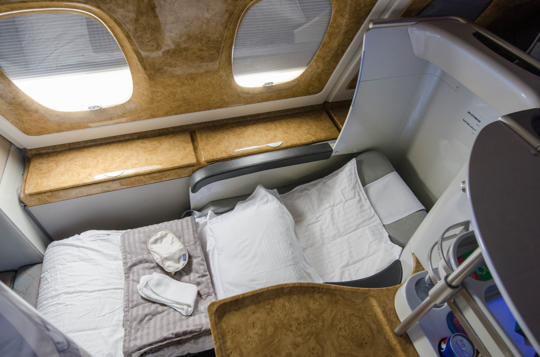 Der Emirates Business Class Sitz lässt sich in ein flaches Bett verwandeln