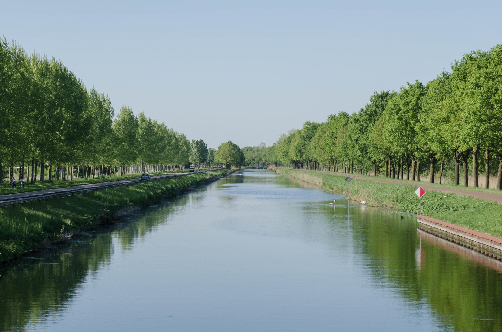 Was man in Helmond in den Niederlanden machen kann? Mit dem Fahrrad am Kanal entlangradeln.