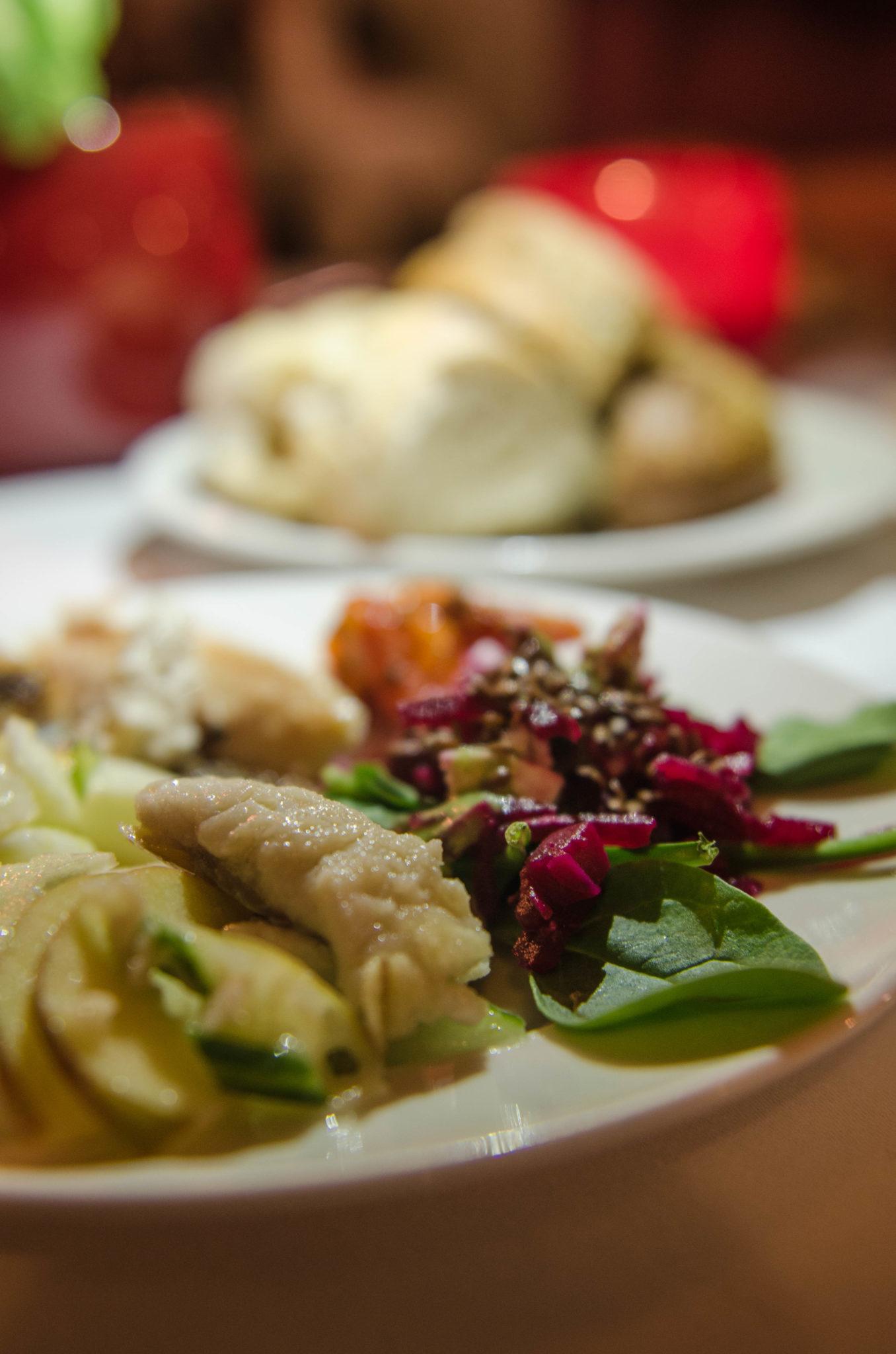 Zum Abendessen im Resort Mark Brandenburg gibt es regionale Spezialitäten aus der Umgebung von Neuruppin.