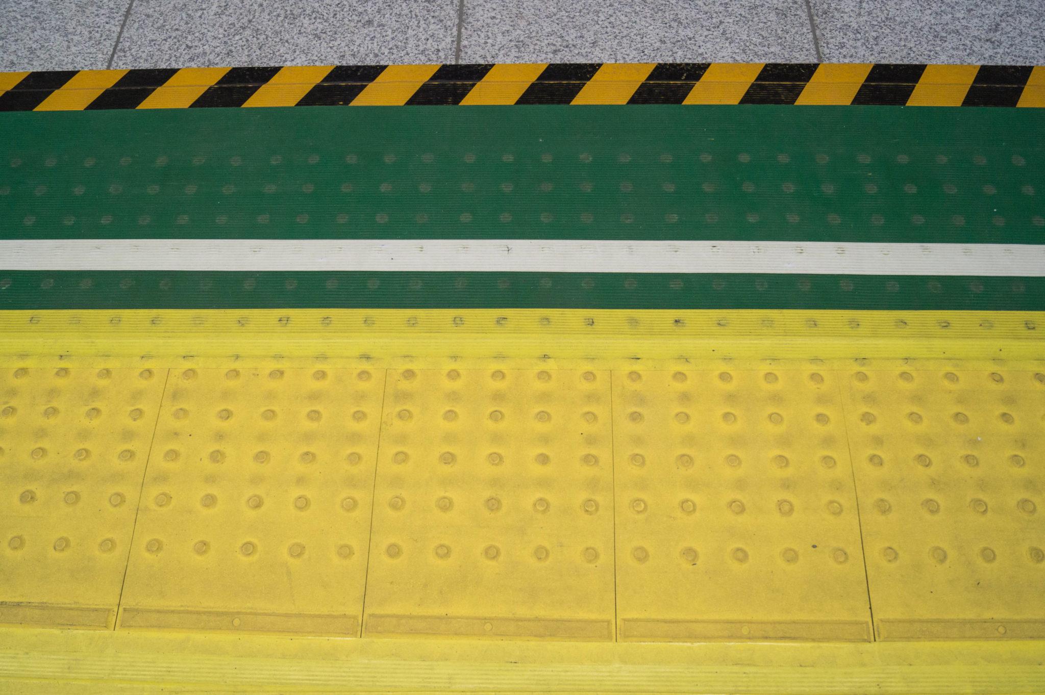 Mit der U-Bahn durch Tokio zu fahren ist einfach und komfortabel.