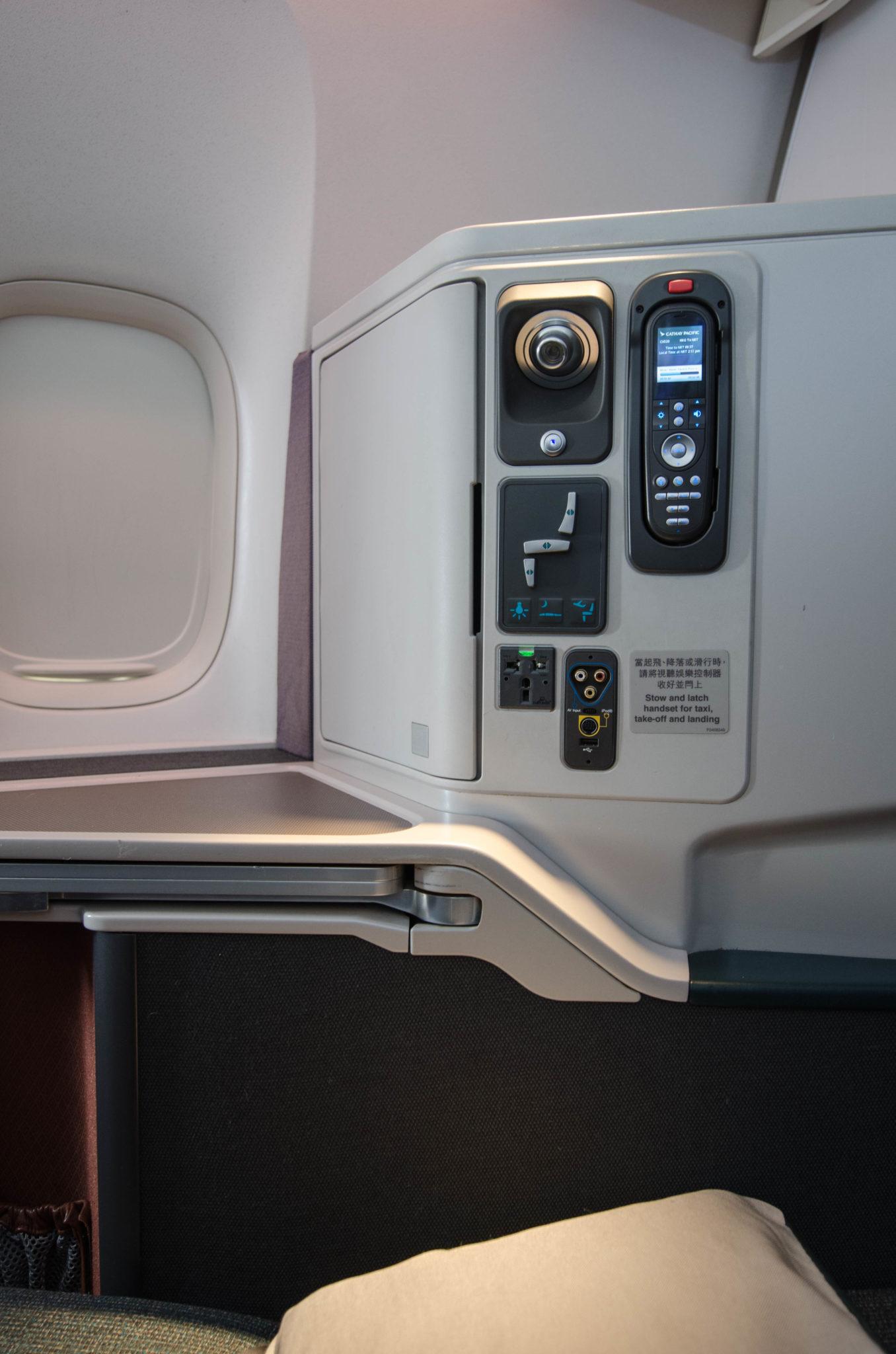 Die Sitze in der Cathay Pacific Business Class sorgen dank der Muschelform für Privatsphäre.