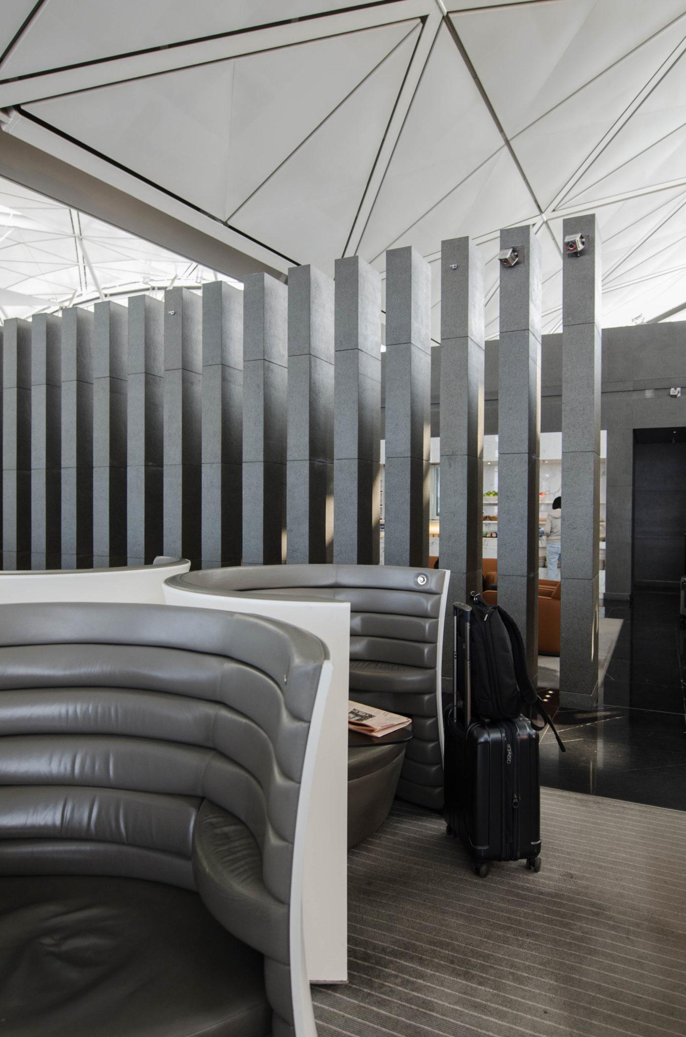Die The Wing Business Class Lounge von Cathay Pacific ist der beste Start in den Flug in der Cathay Pacific Business Class.