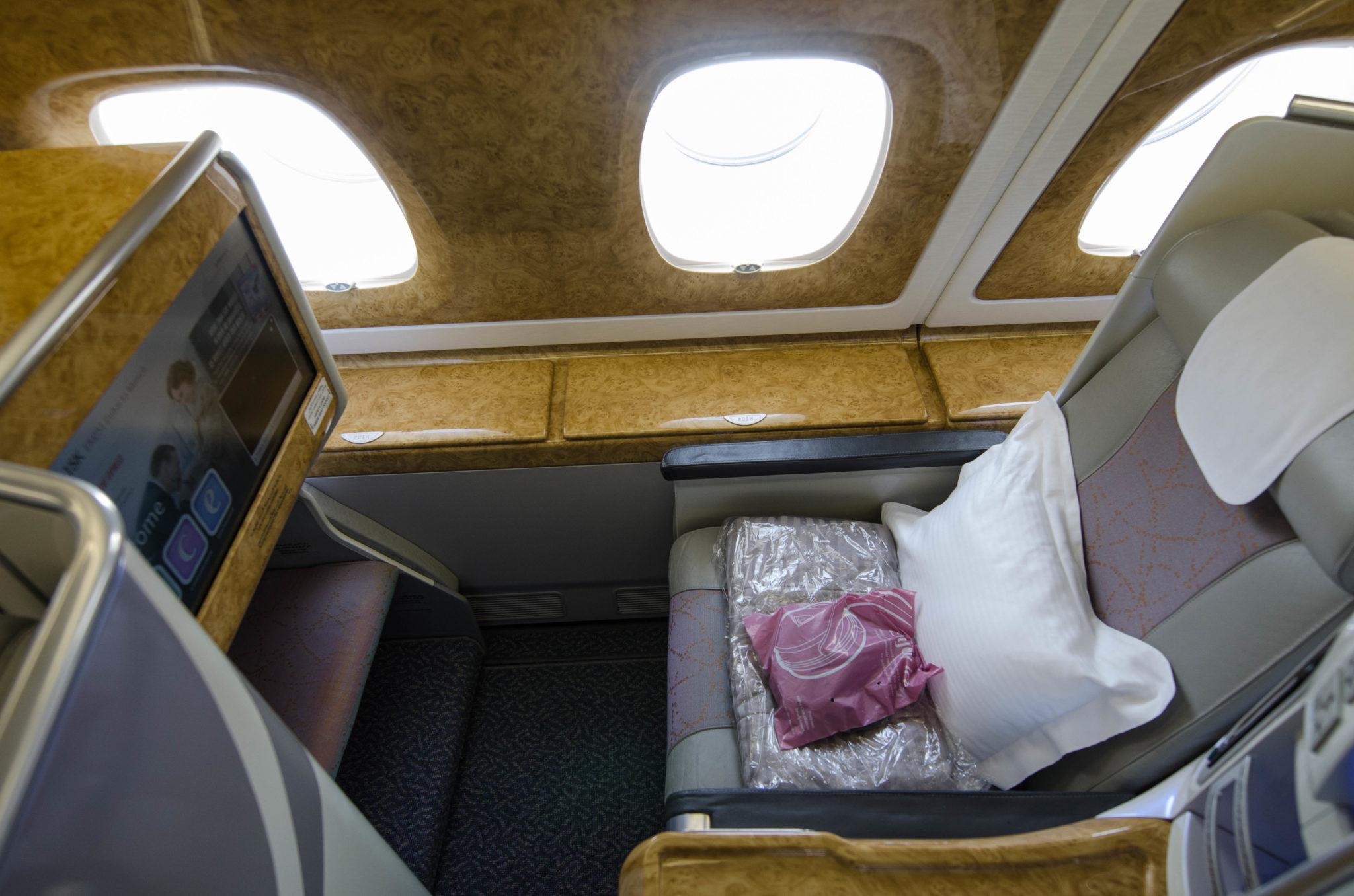 Die Kabine der Emirates Business Class im A380 ist geräumig und hell.