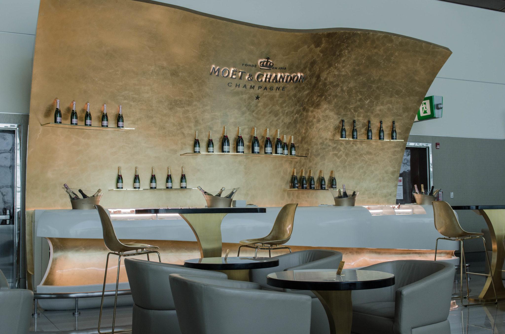 Mit Emirates nach München: In der Business Lounge von Emirates in Dubai startet der Flug.