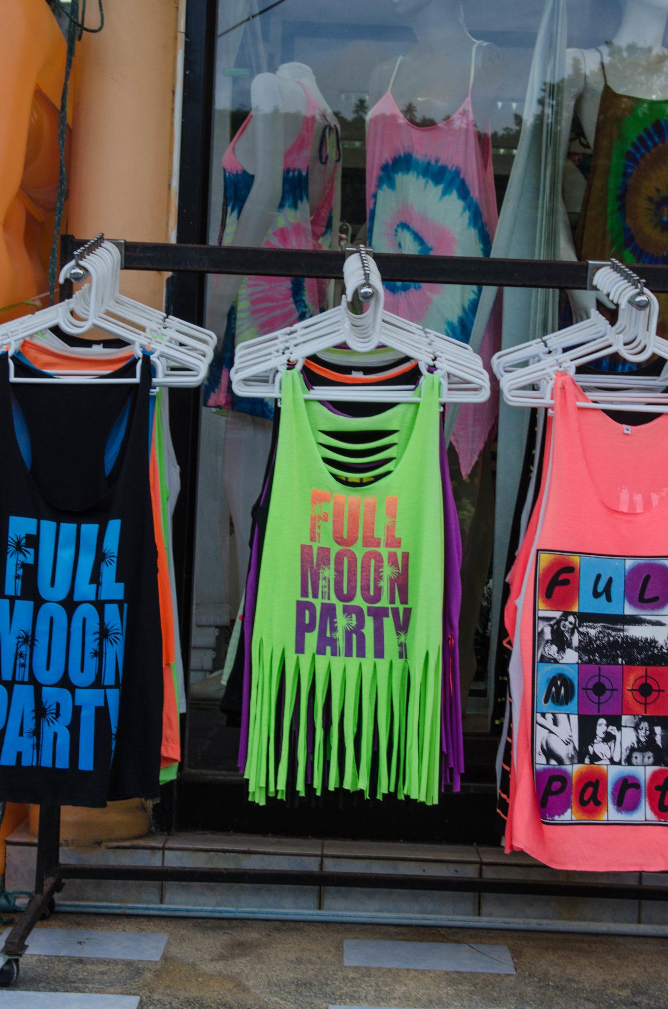 Bunte Kleidung für die Fullmoon Party in Haad Rin auf Koh Phangan