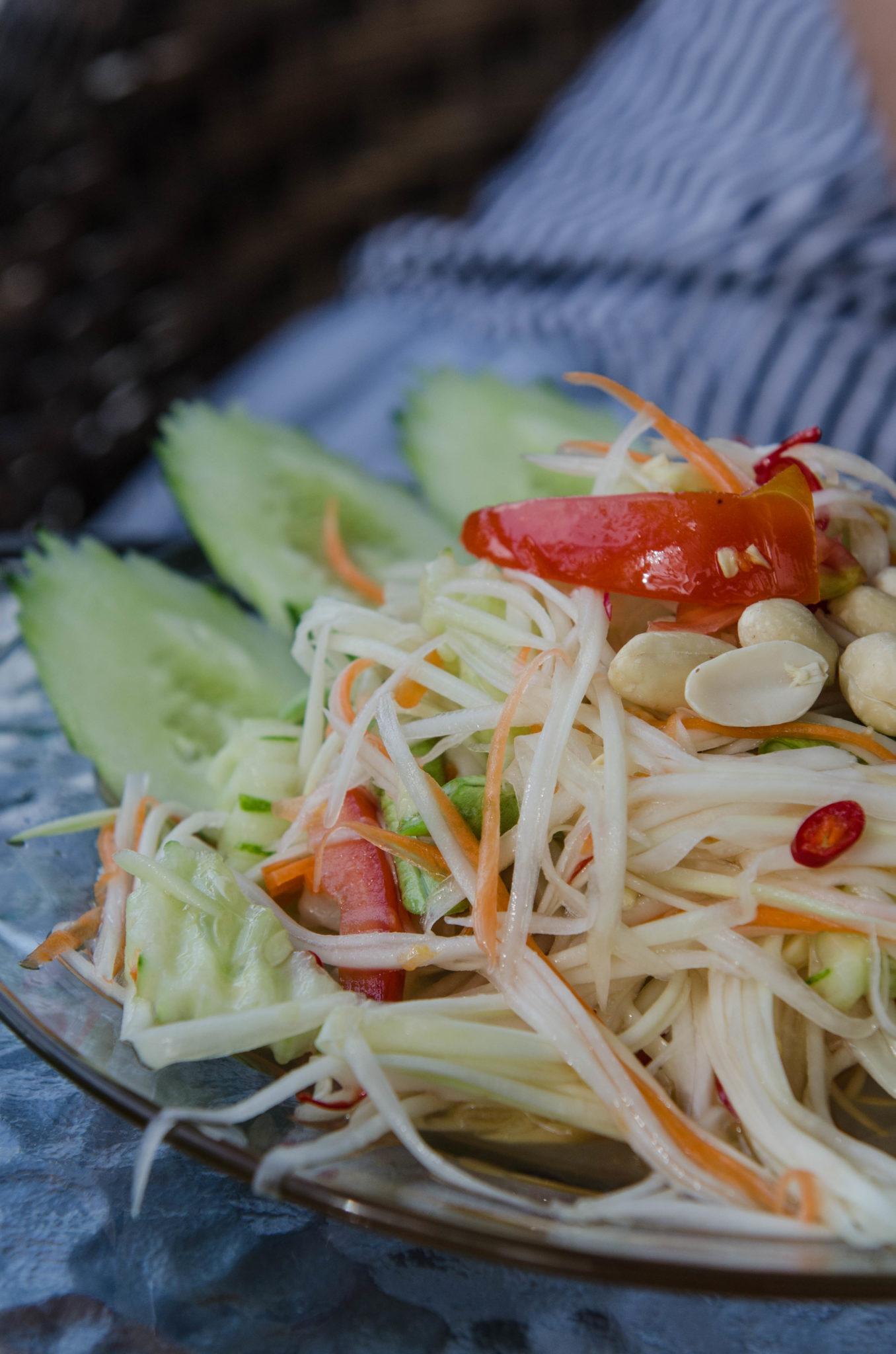 Papaya Salat ist eines der erfrischendsten Gerichte in Thailand