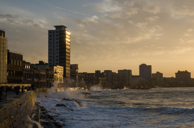 Der Malecon in Havanna: Brandung der Wehmütigen
