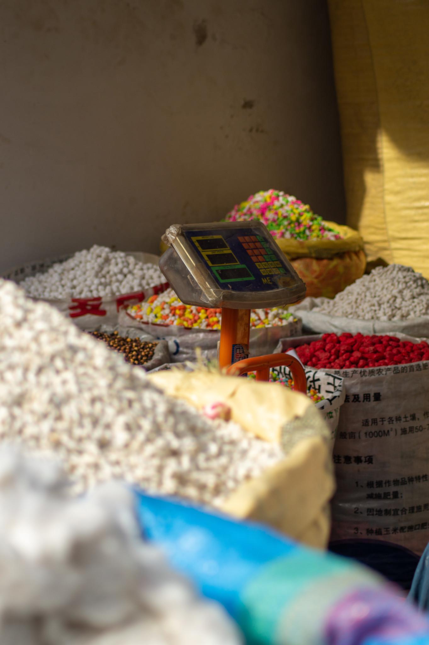 Gewürze findet man auf allen Basaren in Pakistan.