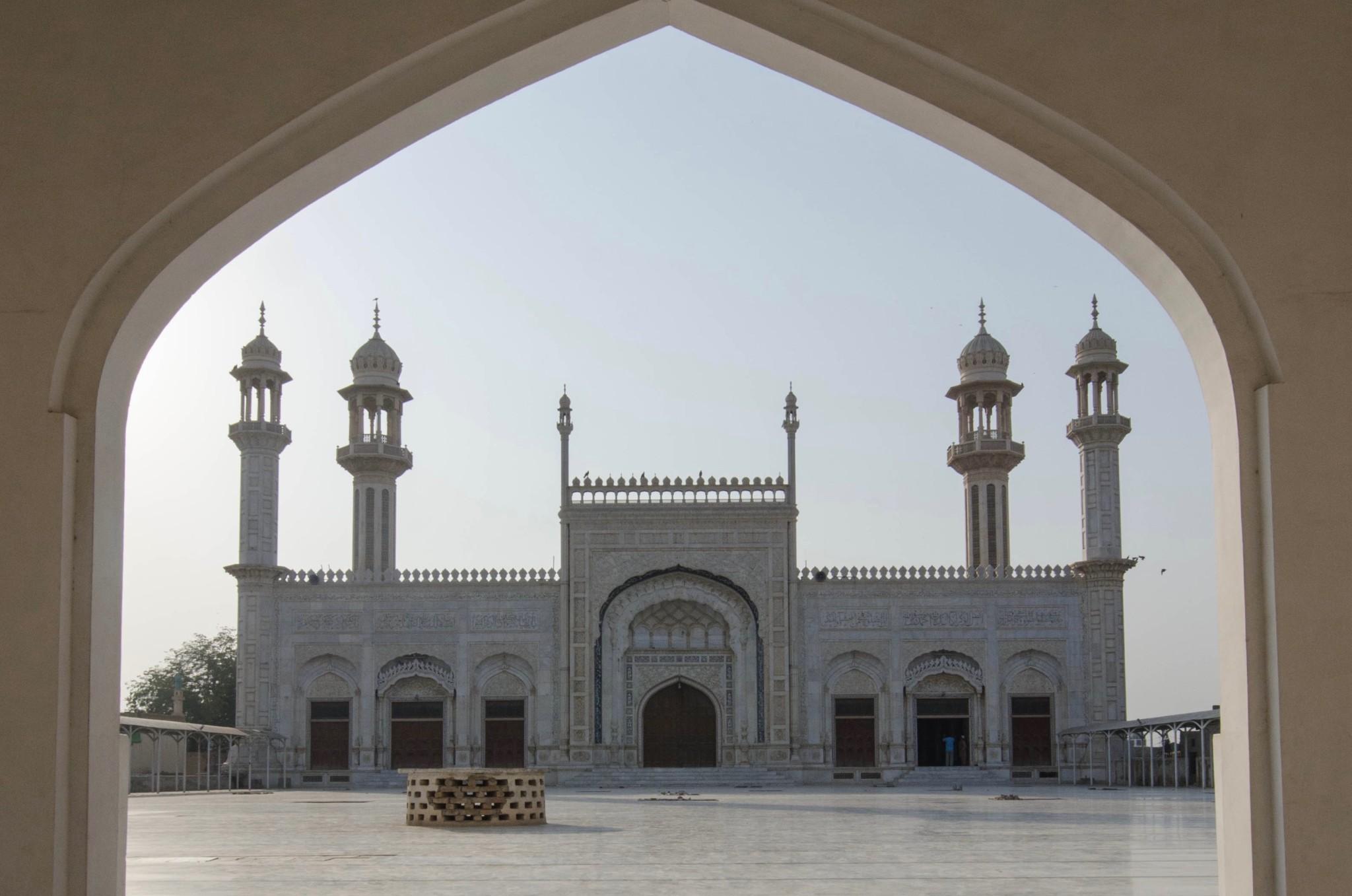 Der Moscheebesuch gehört zum Pakistan Urlaub dazu
