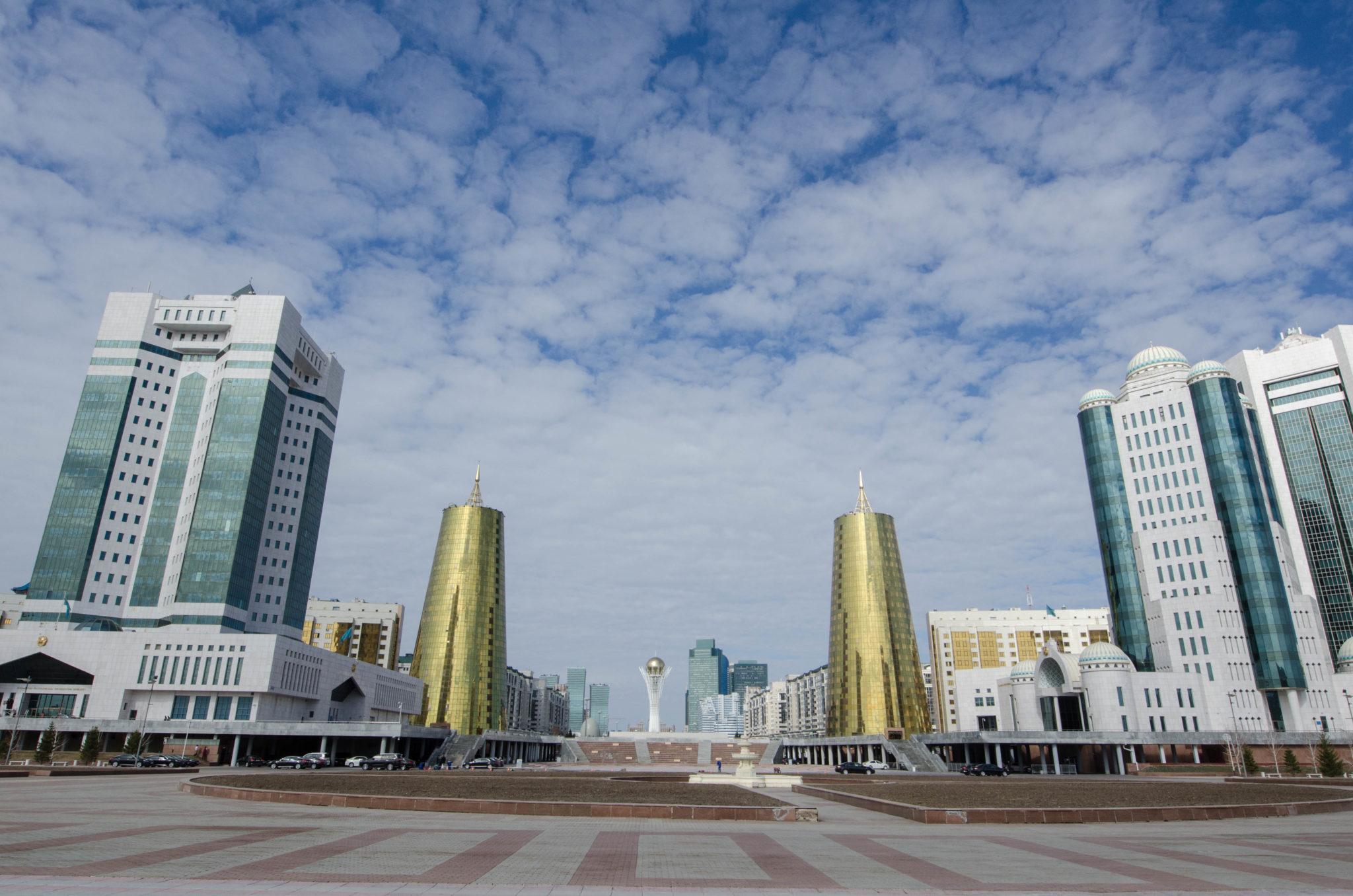 Die Goldenen Bierdosen sind ein Wahrzeichen von Astana