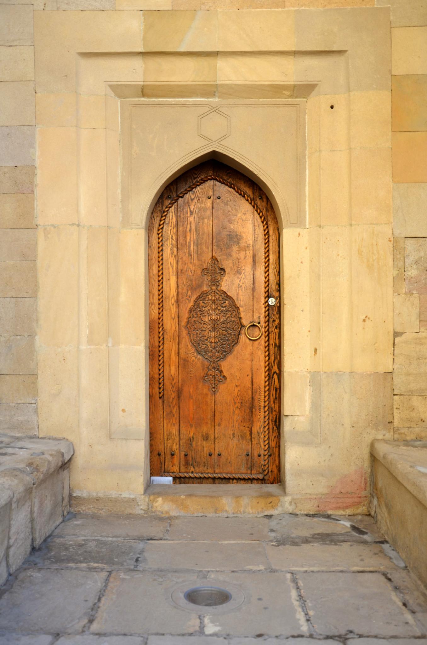 Türen in der Hauptstadt Baku