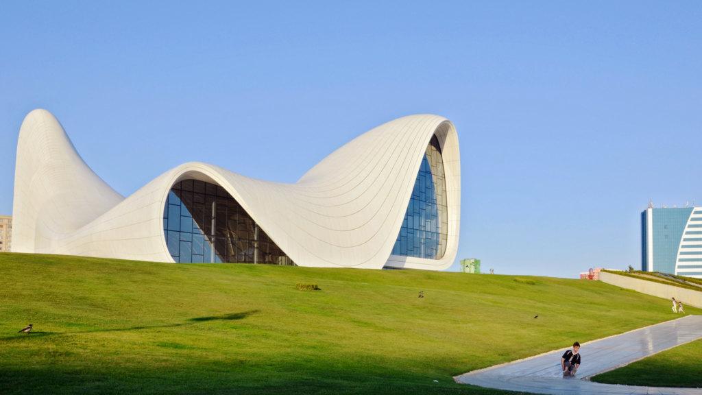 Die Gebäude in Baku gehören zu den Aserbaidschan Sehenswürdigkeiten
