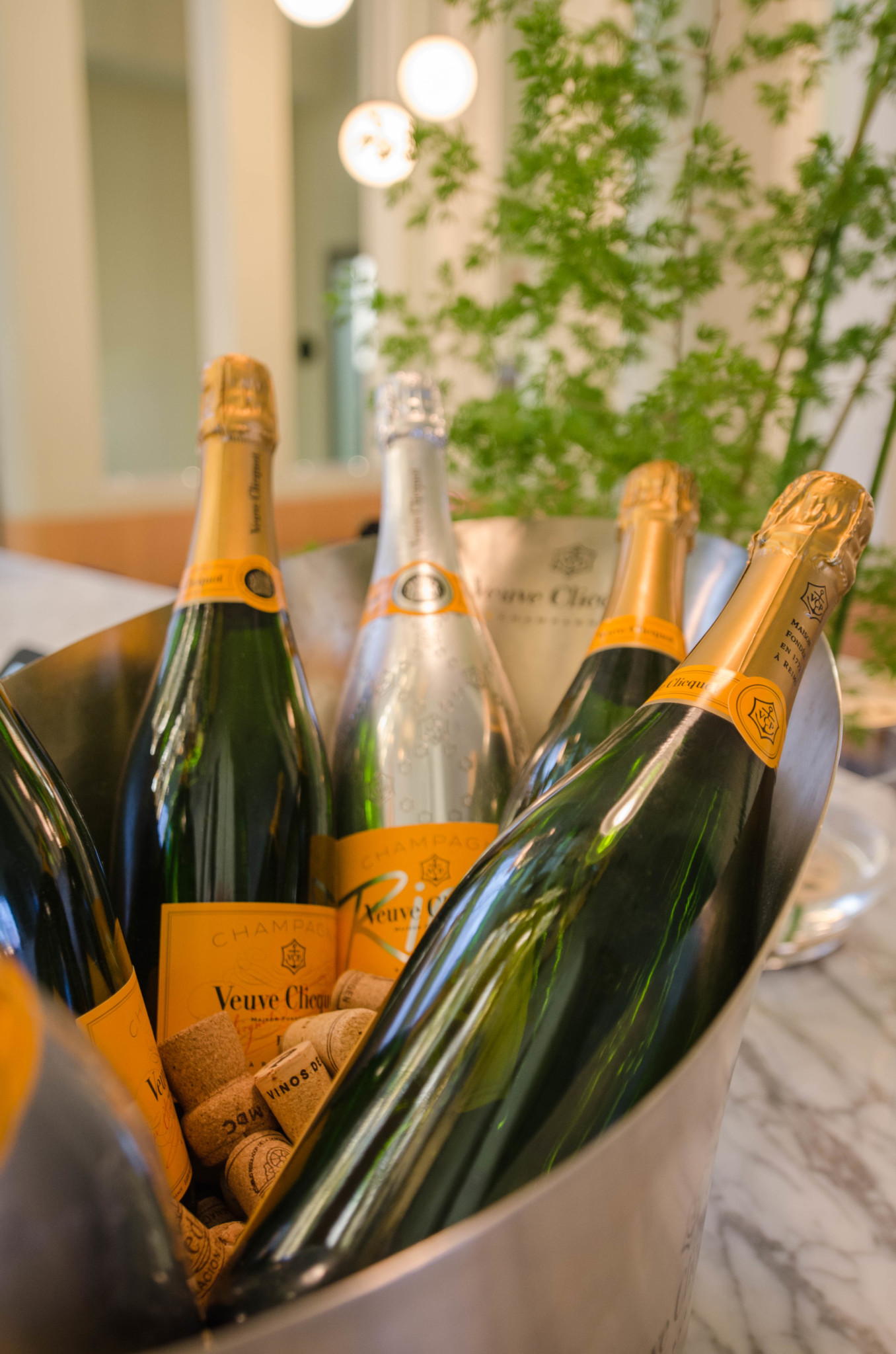 Champagner an der Bar im Barcelo Hotel Madrid