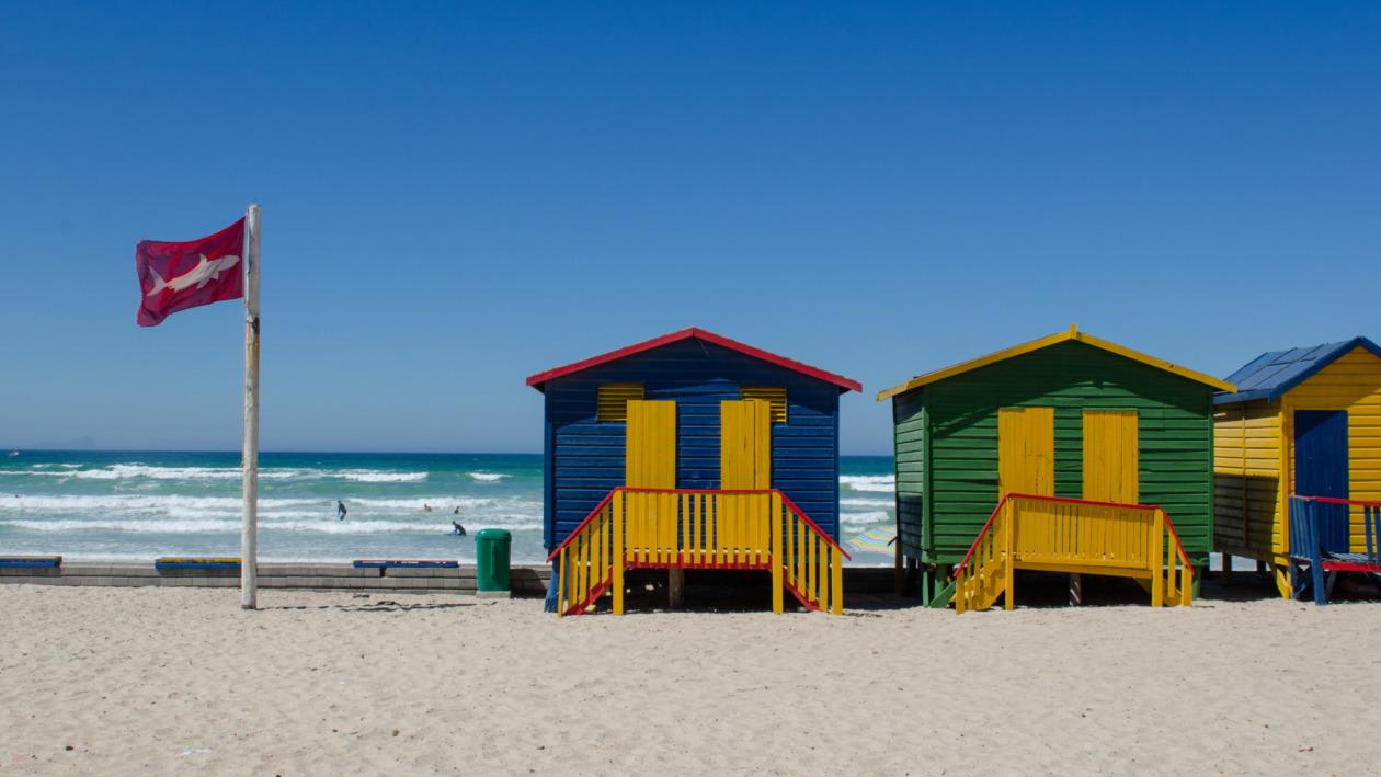 Die Strandhütten von Muizenberg dürfen bei den Südafrika Sehenswürdigkeiten nicht fehlen