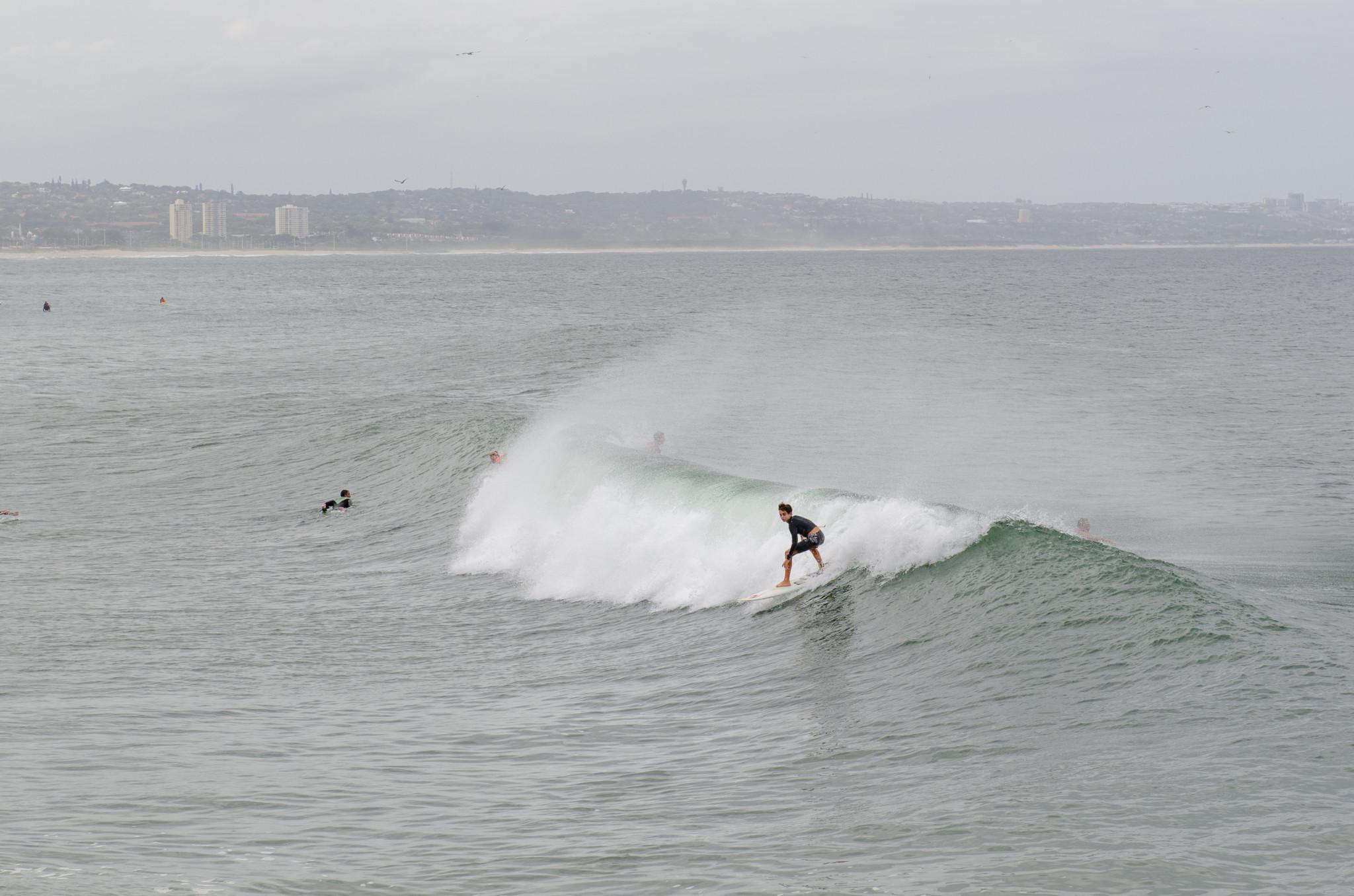 Surfer haben in Durban ihren Spaß