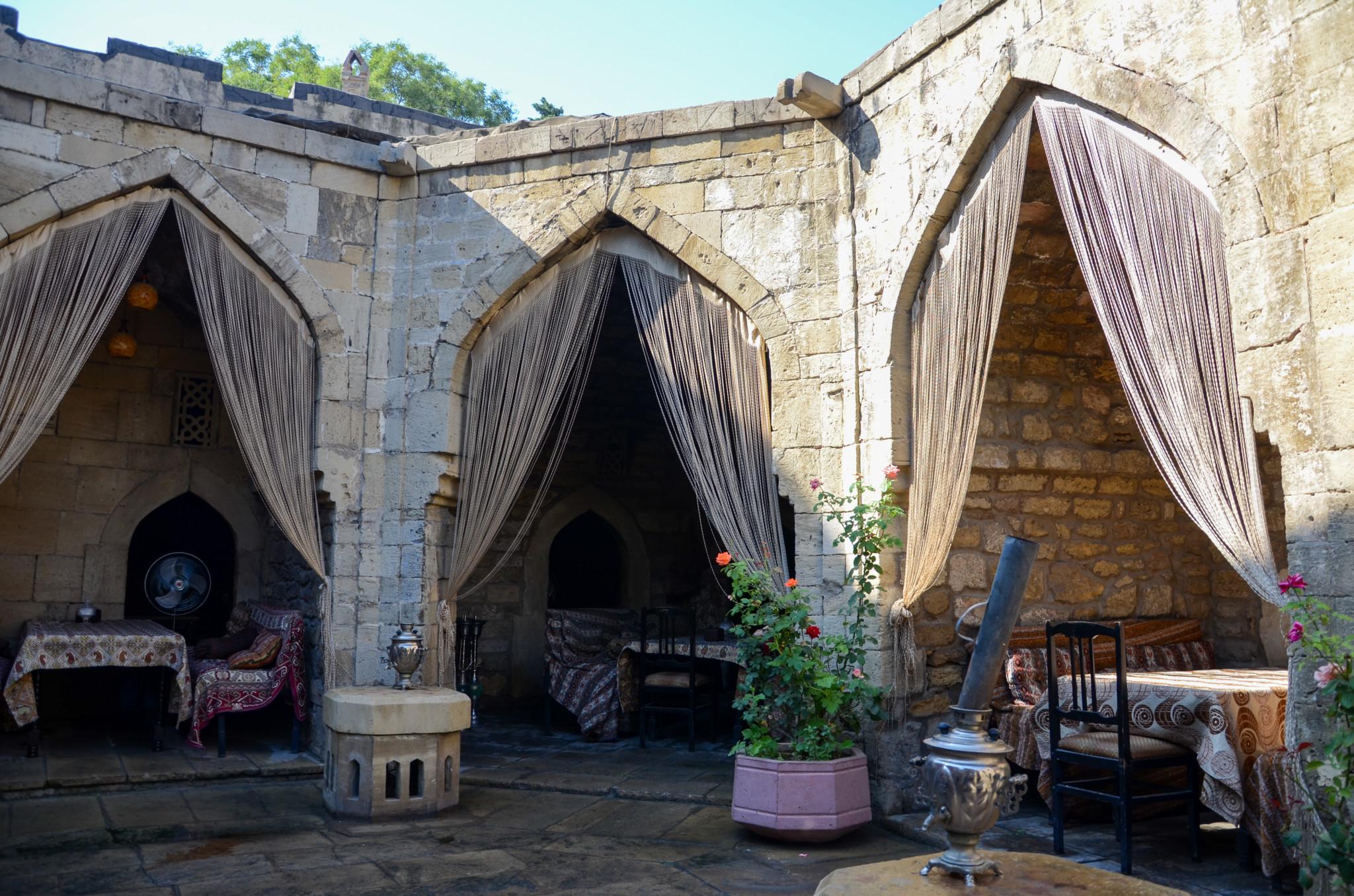 Typisches Restaurant, das Aserbaidschan Gerichte serviert