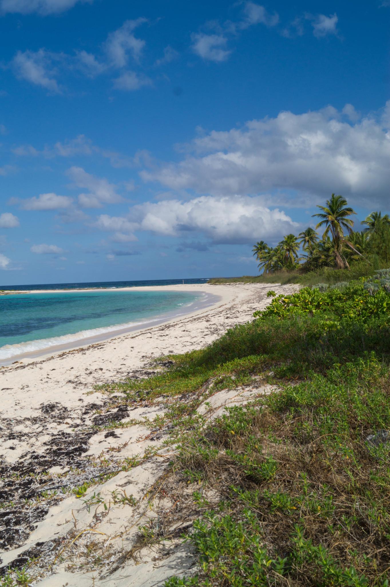 Verlassener Cocodimama Strand auf den Bahamas
