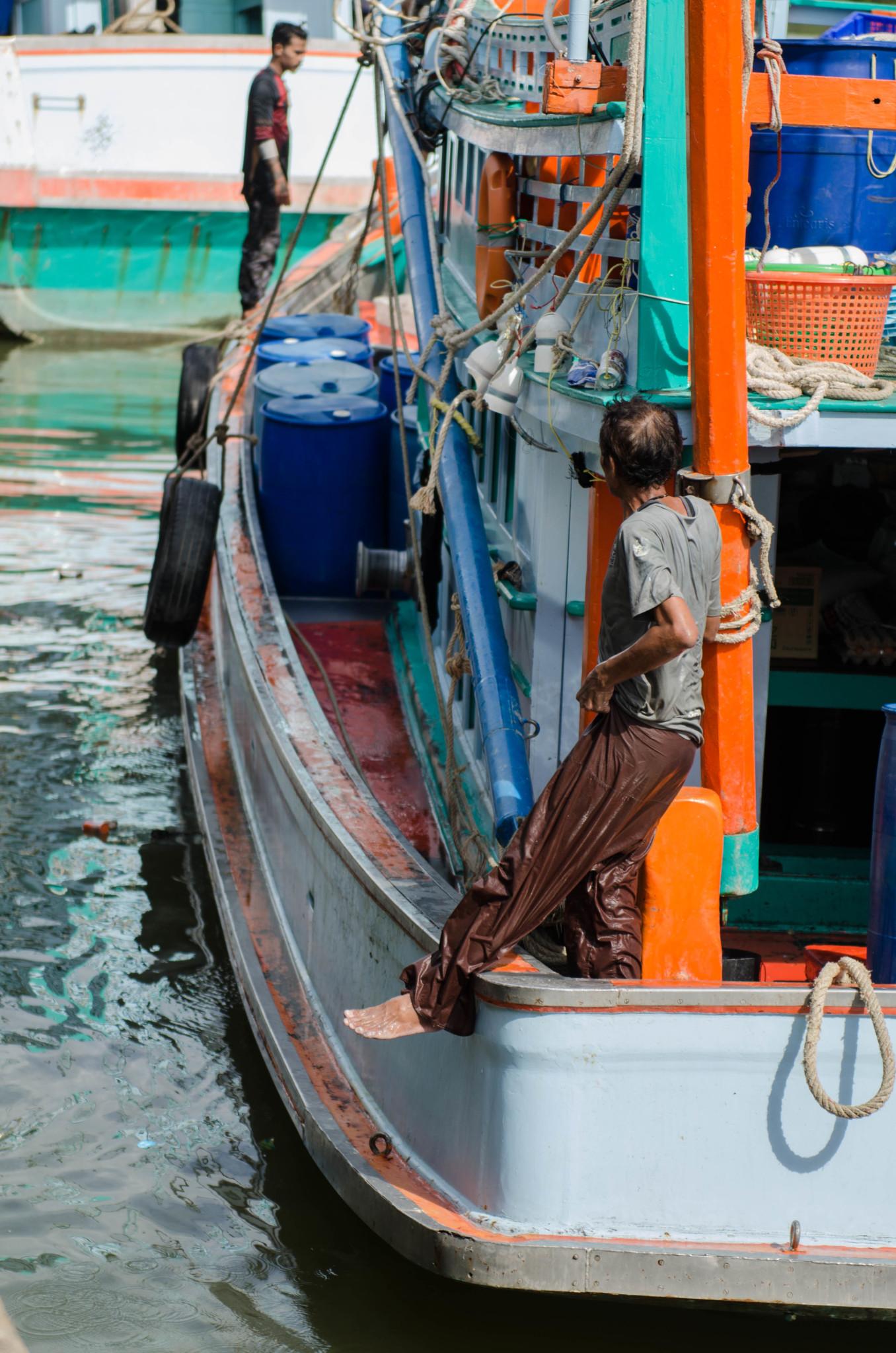 Fischer auf dem Fischmarkt in Chumphon