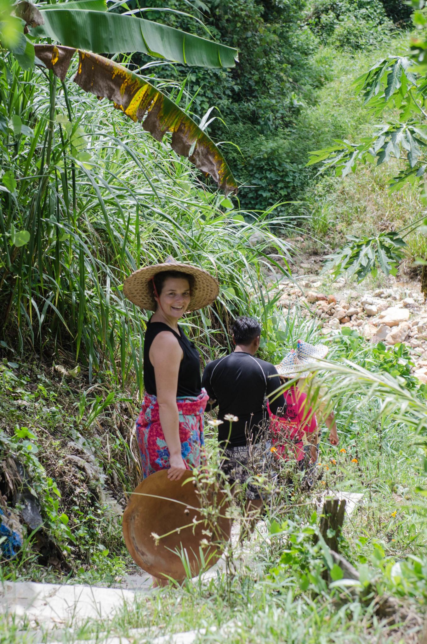Im Fluss zum traditionellen Zinngießen in Ranong