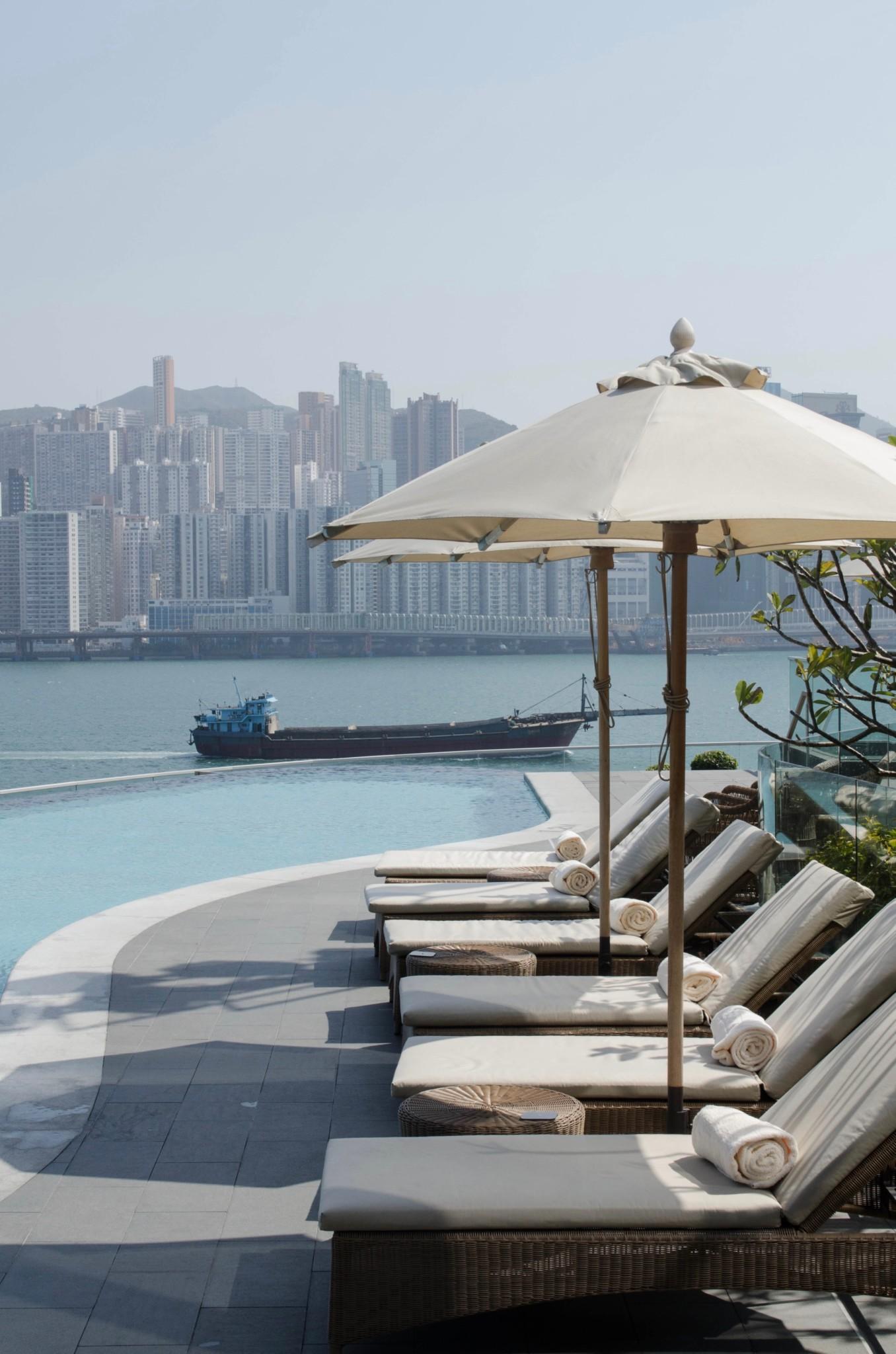 Liegestühle im Kerry Hotel Hongkong