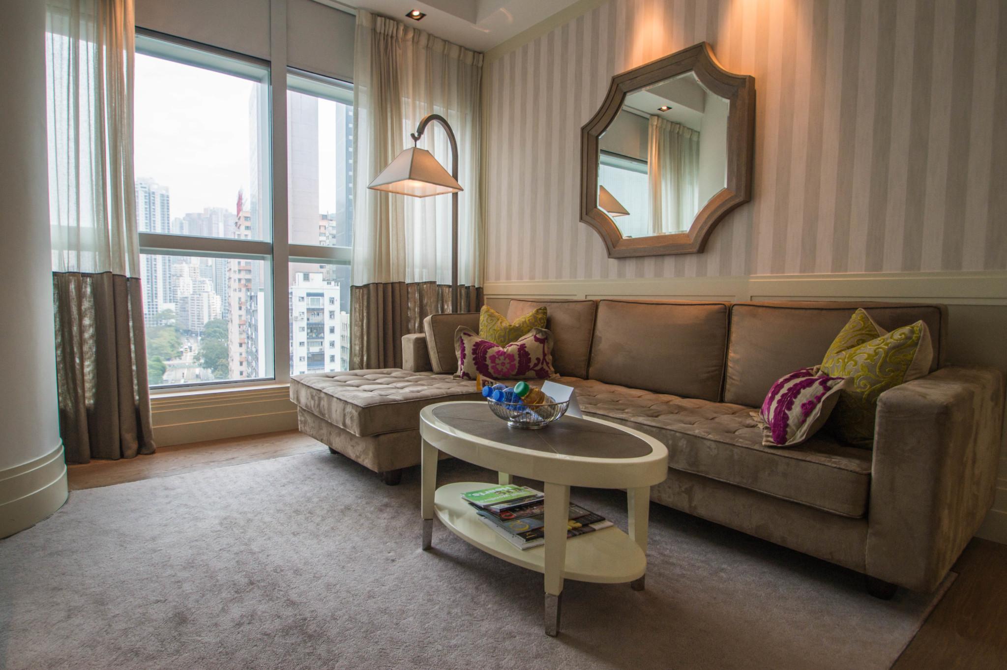 Im Lanson Place Hotel Hongkong hat man ein Apartment für sich