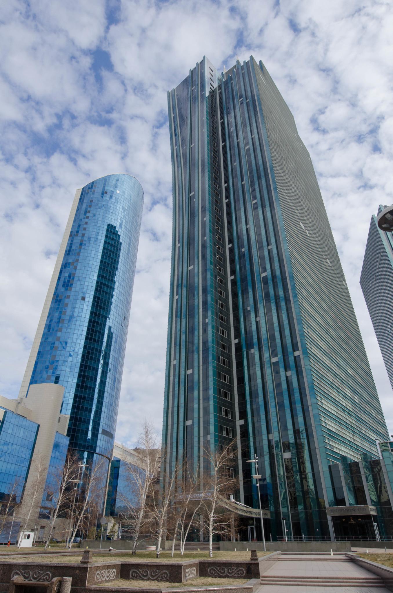 Moderne Gebäude im Herzen der Hauptstadt von Aserbaidschan