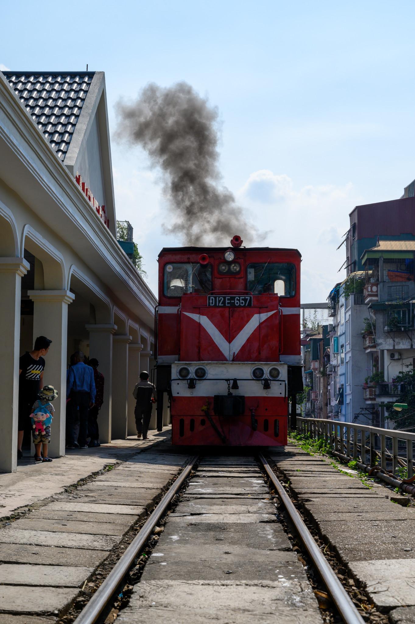 Ein Bahnhof in Hanoi in Vietnam
