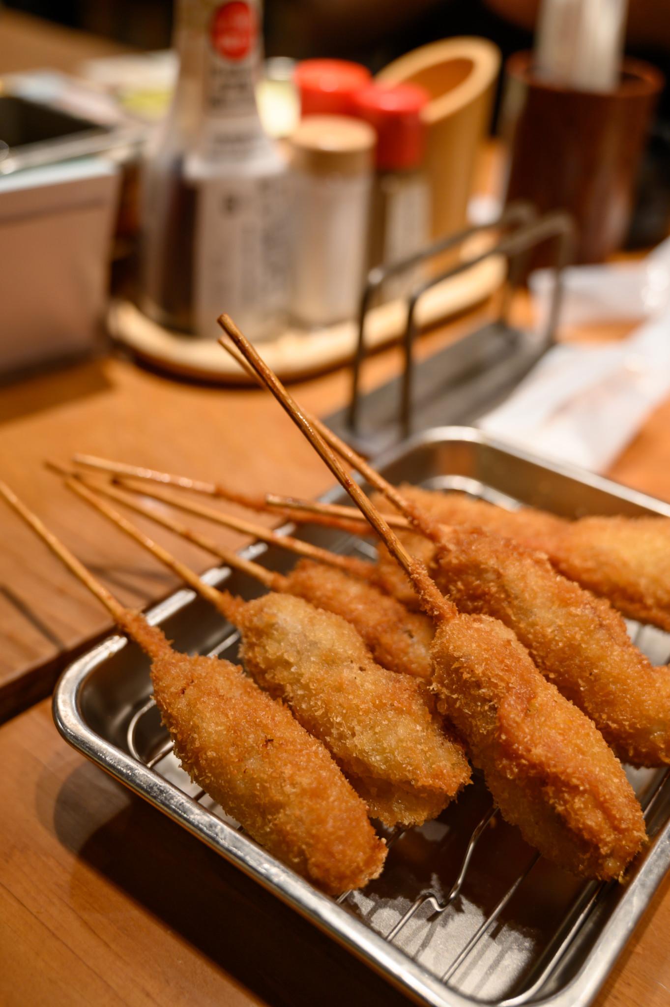 Das Japanisches Gericht Kushikatsu in Japan