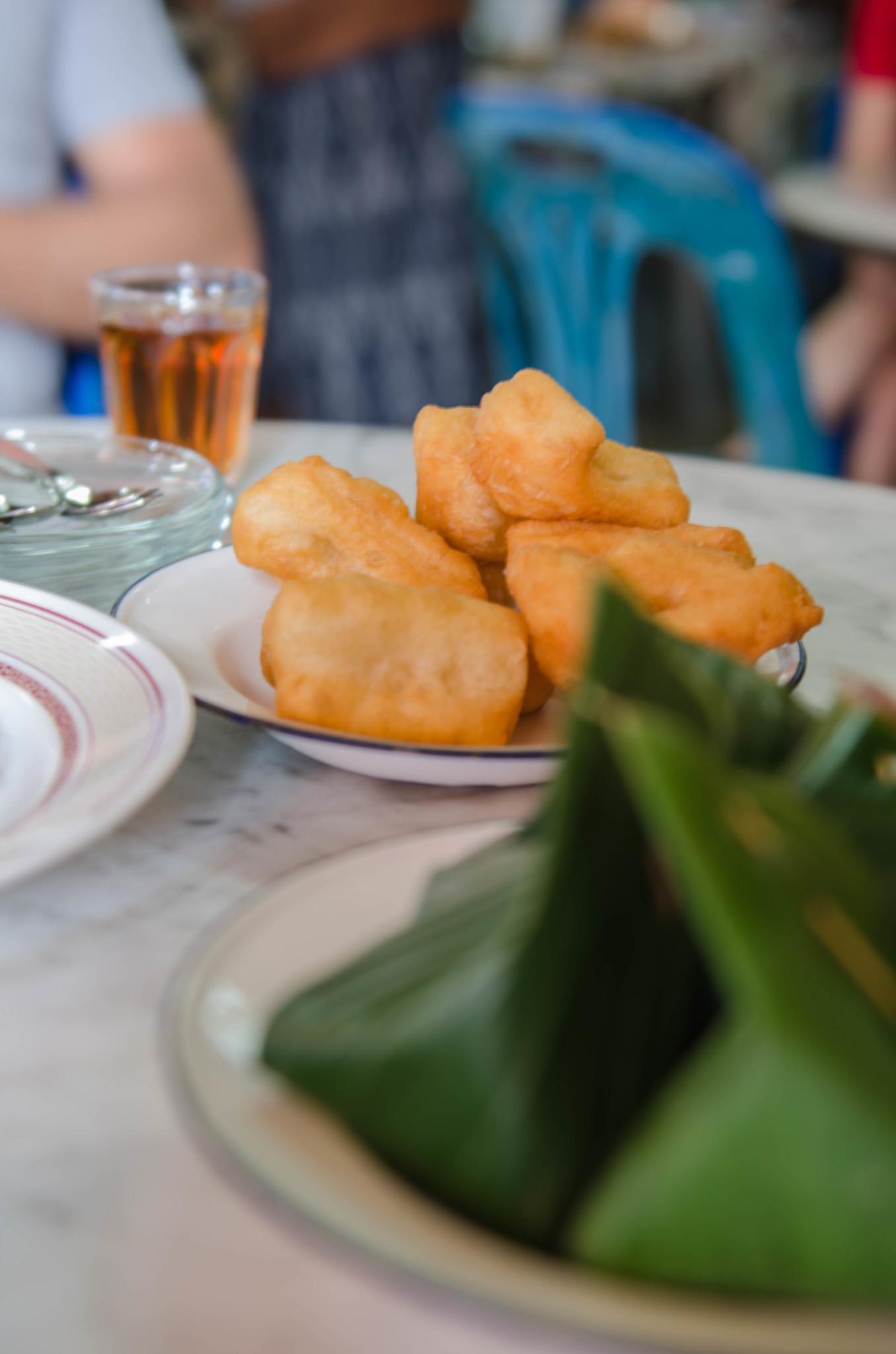 Frittierter Tofu zum Frühstück in Chumphon Thailand