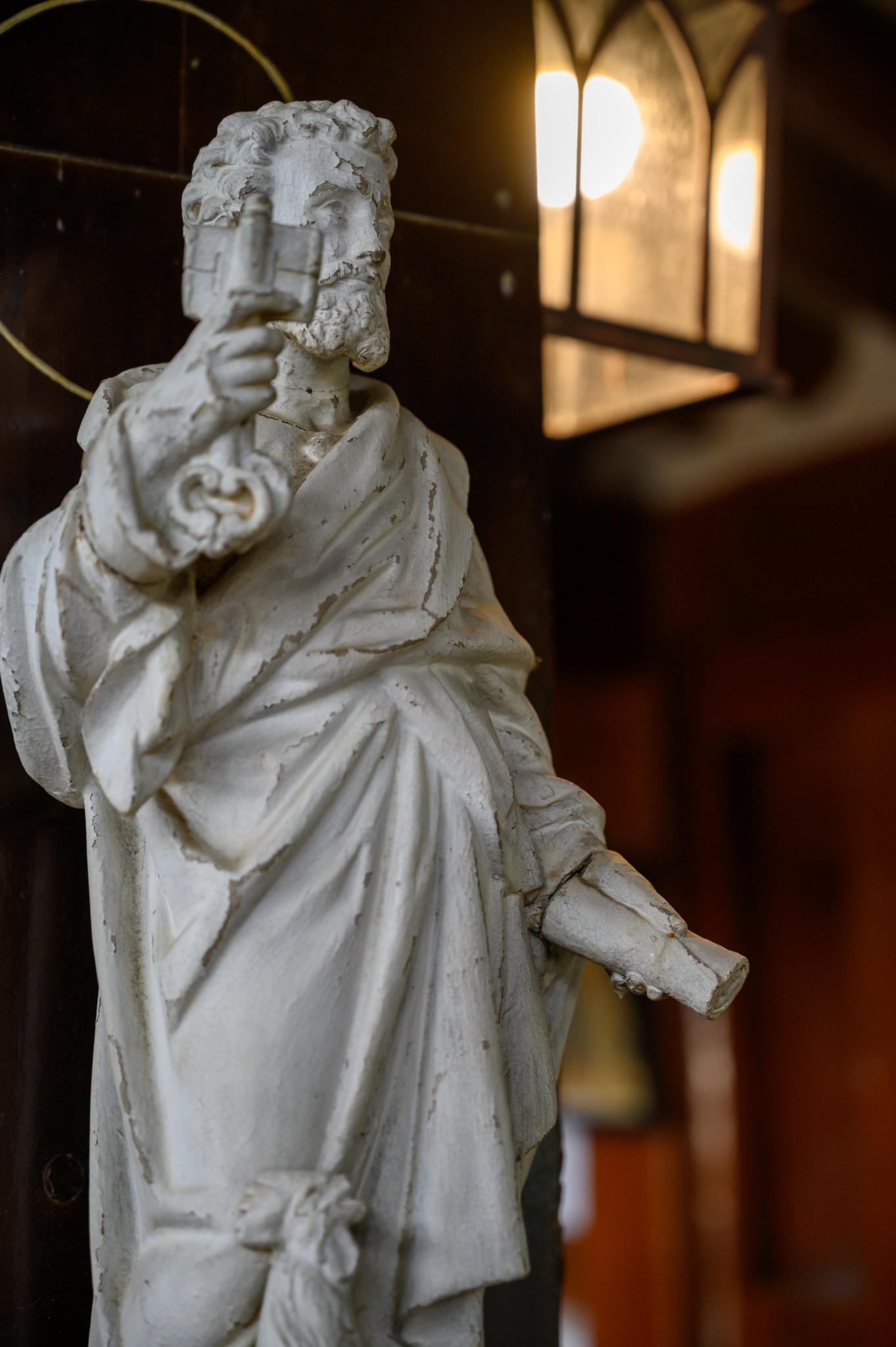 Eine Statue im inneren der katholischen Kirche in Incheon in Südkorea