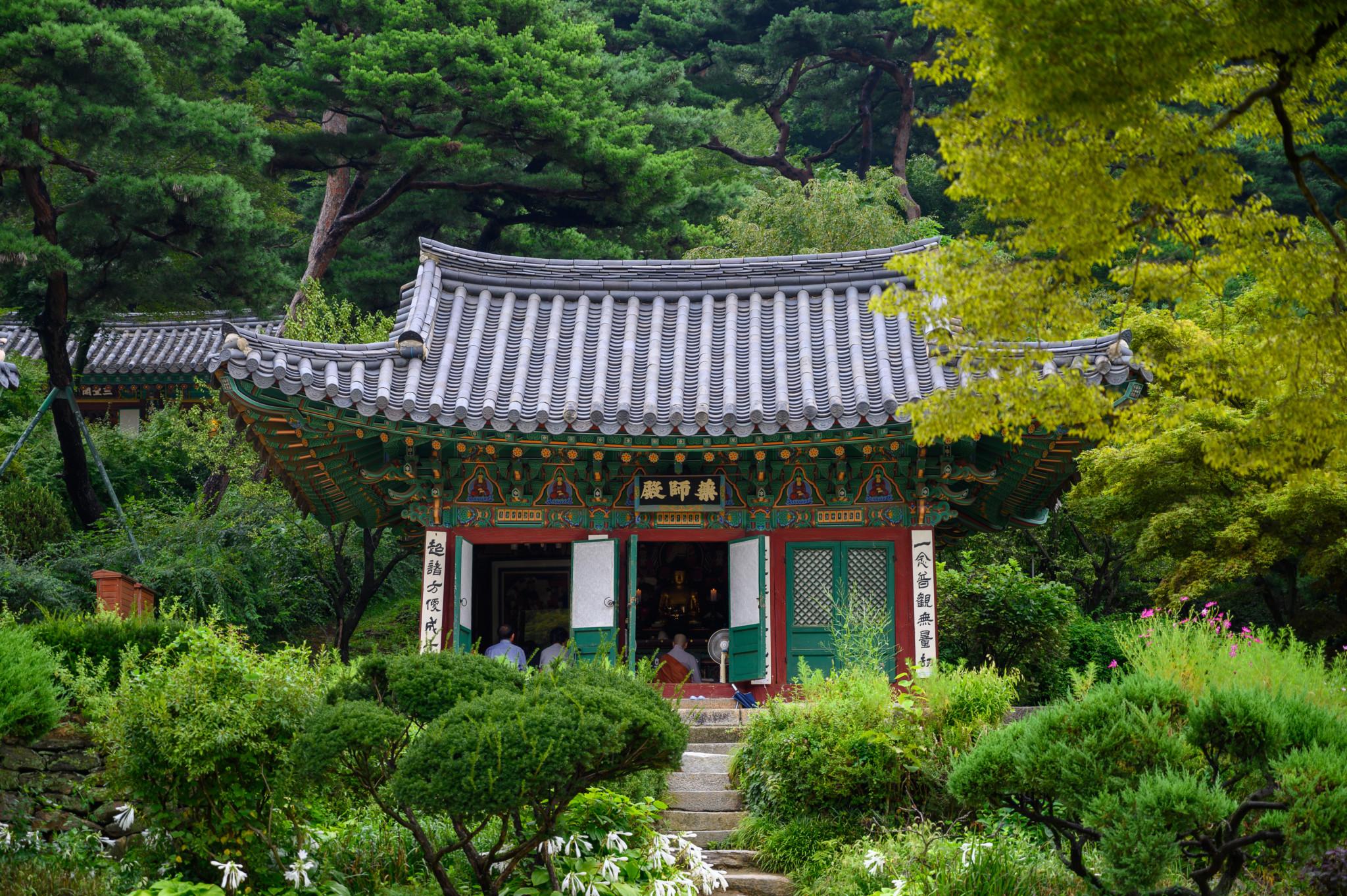 Der Jeondeungsa Tempel auf Ganghwa Island in Incheon in Südkorea ist eine der besten Sehenswürdigkeiten