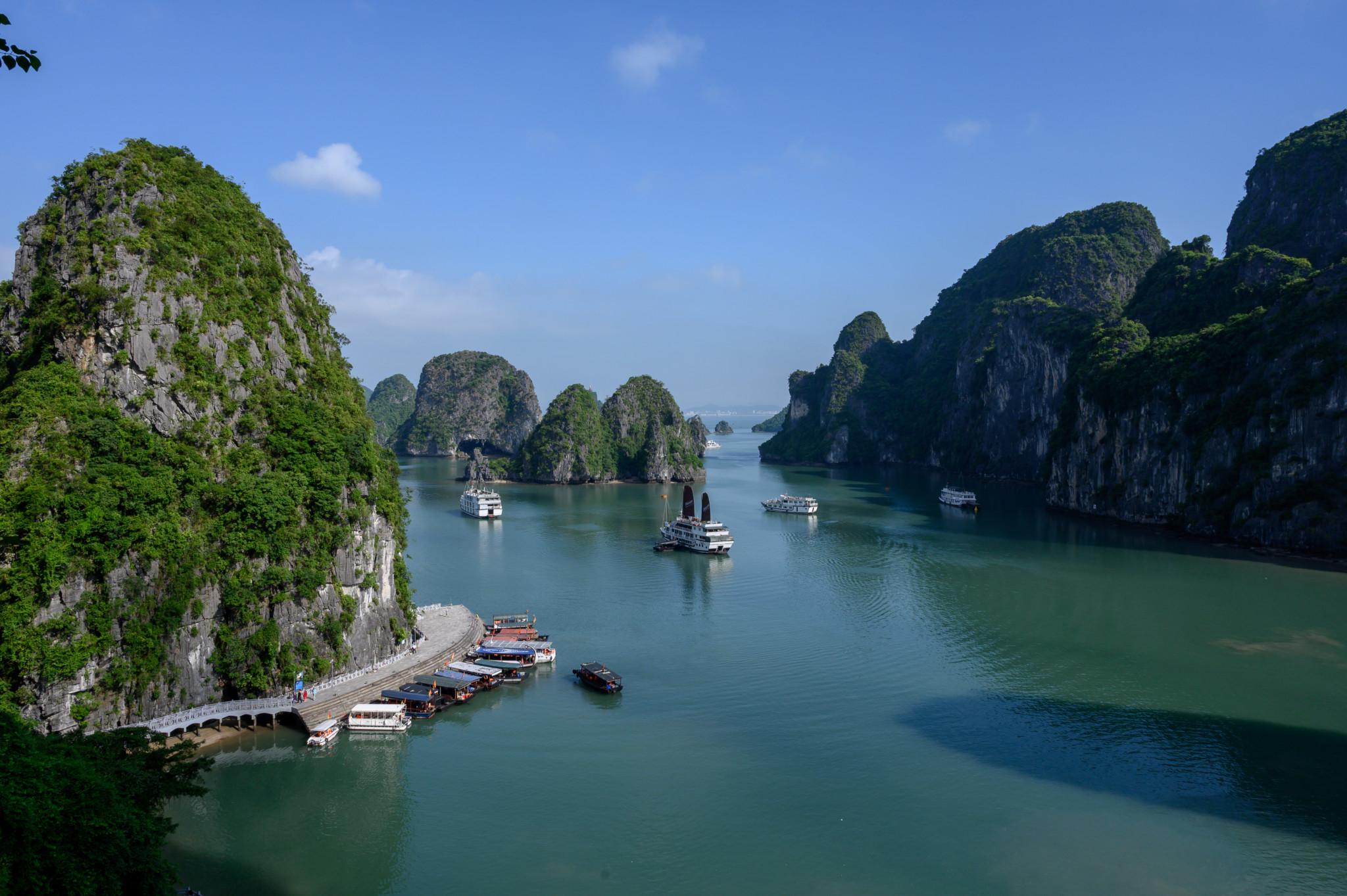Die Halong Bucht in Vietnam als Reisetipp von Hanoi