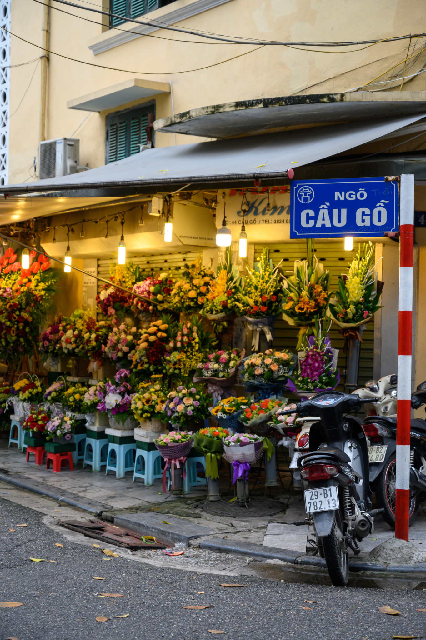 Blumenladen in der Altstadt Old Quarter in Vietnam
