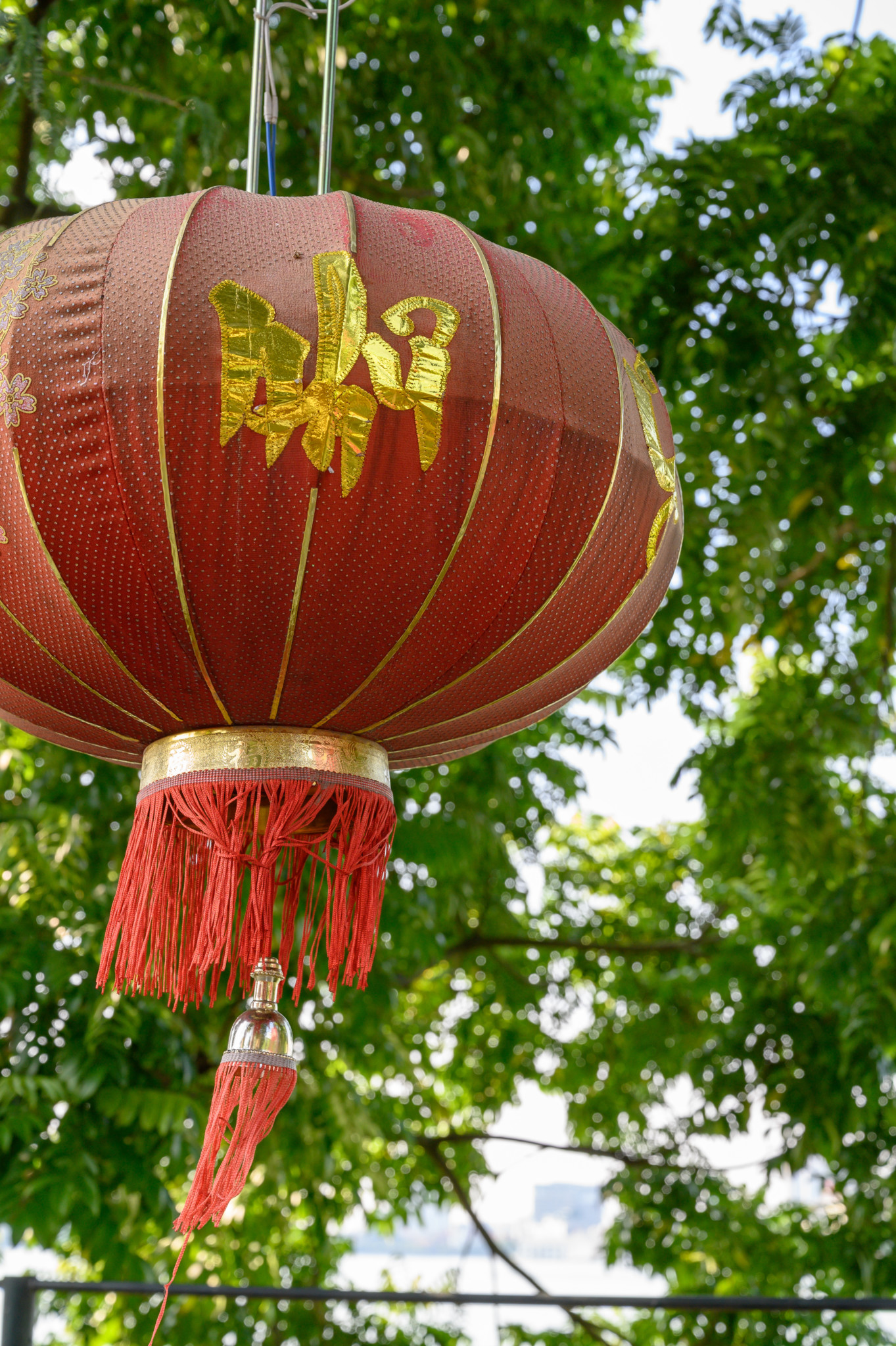 Lampion in der Tran Quoc-Pagode in Hanoi in Vietnam