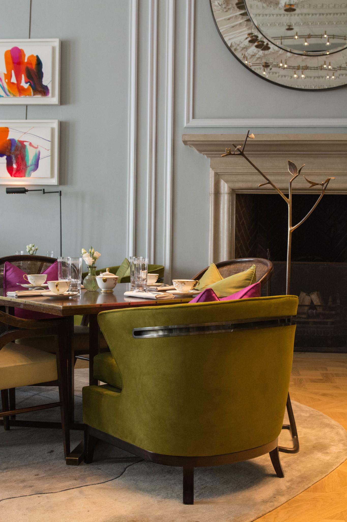 Schicke Polstermöbel in der Lounge vom Mandarin Oriental London