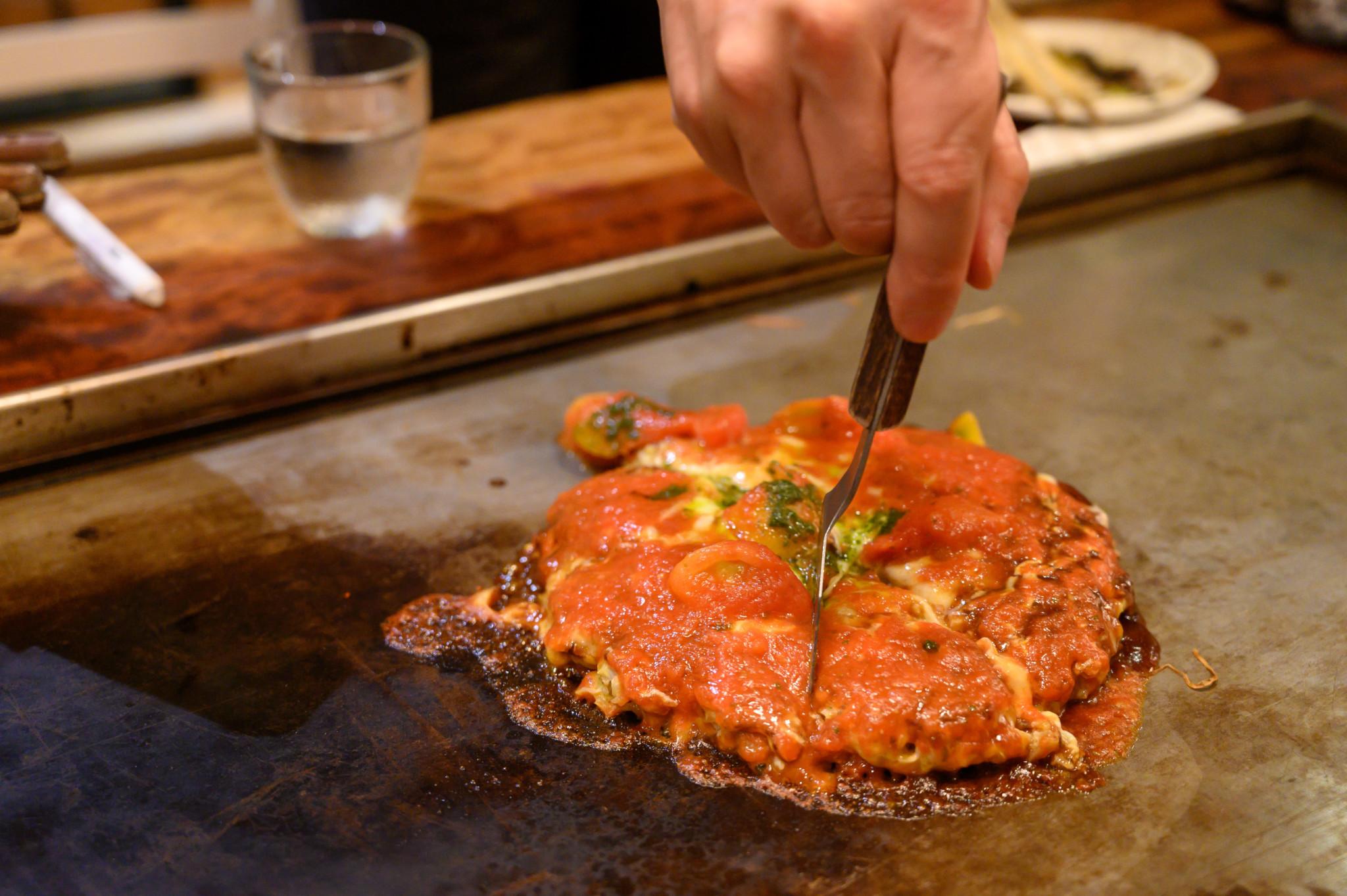 Das japanische Essen Okonomiyaki in einem japanischen Restaurant