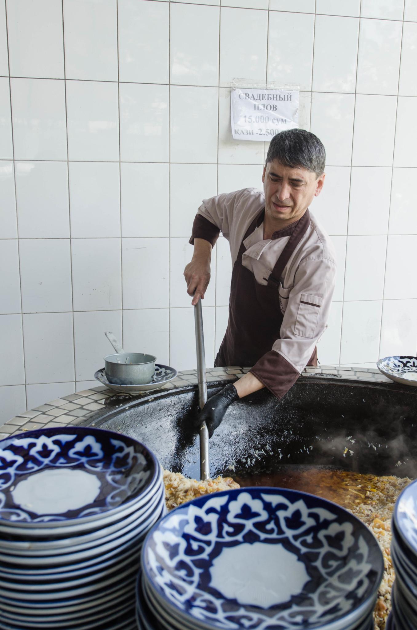 Das Nationalgericht in Usbekistan ist Pilaw