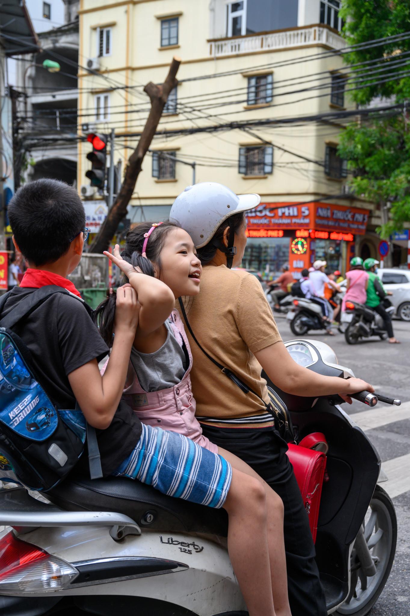 Rollerfahrer in Hanoi, Vietnam