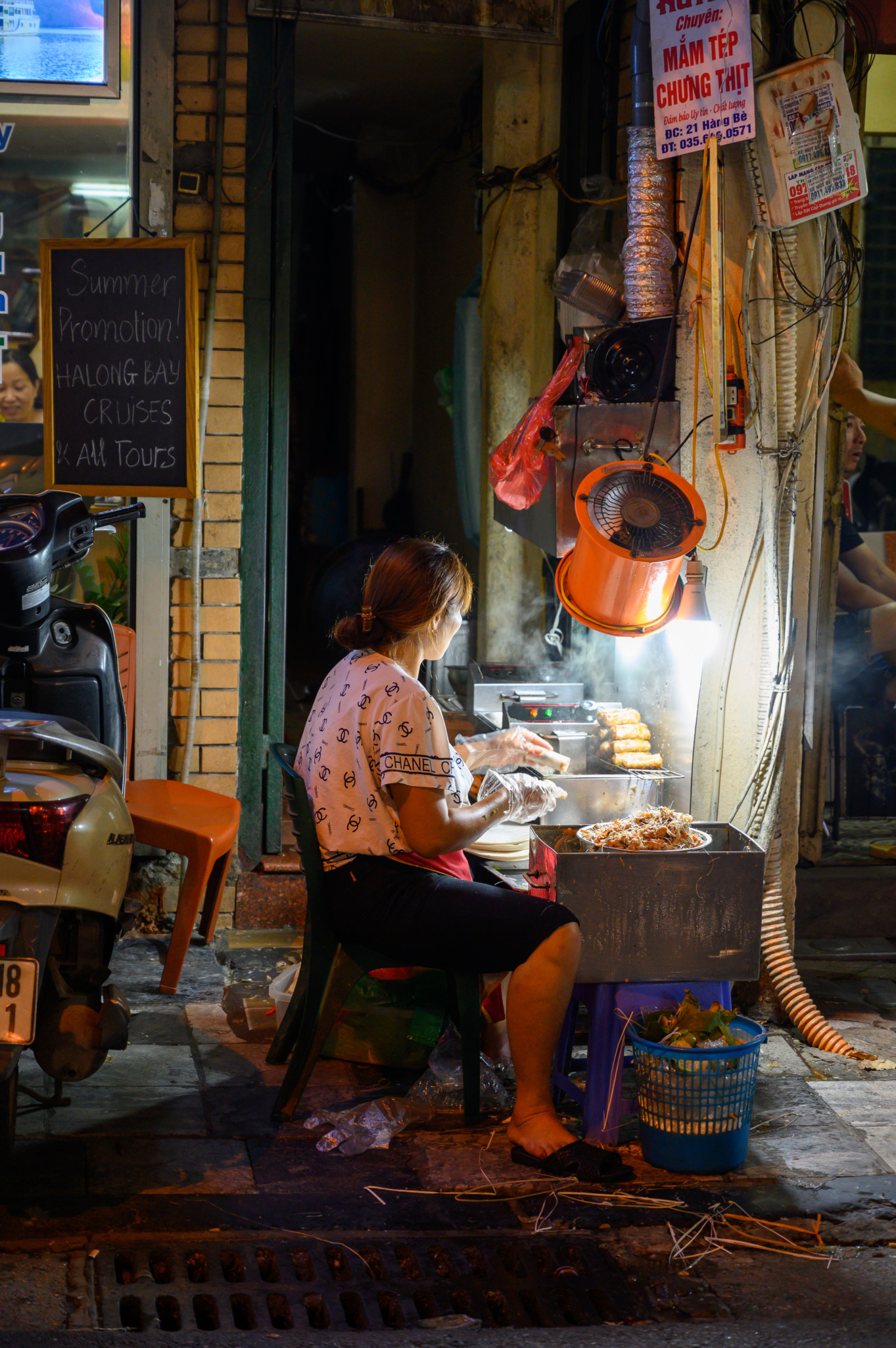 Streetfood-Stand in der vietnamesischen Hauptstadt Hanoi