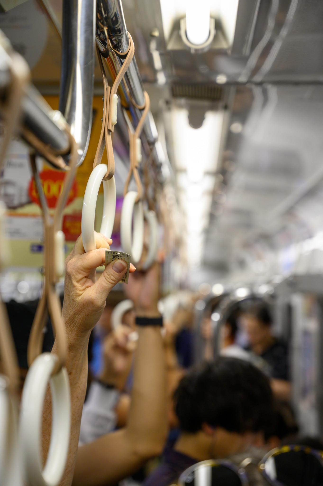 Metro fahren in Osaka in Japan