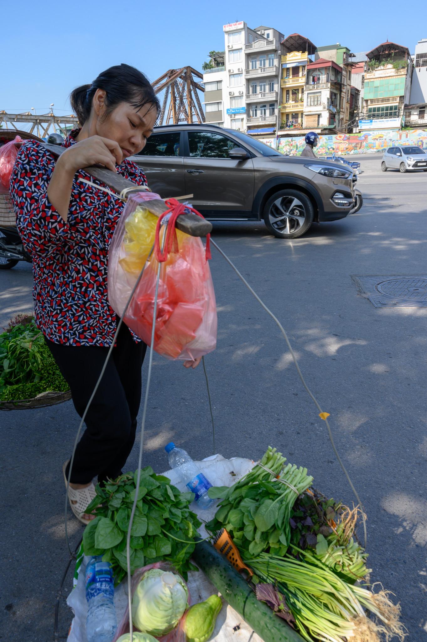Verkäuferin auf einem Markt in Hanoi