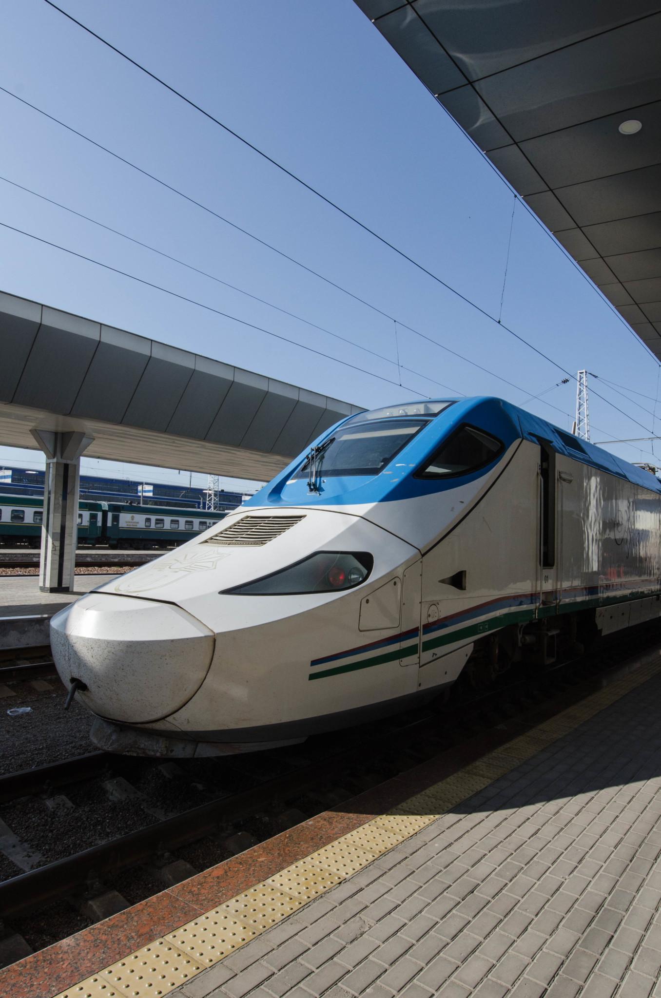 Zugfahren in Usbekistan Reisetipps