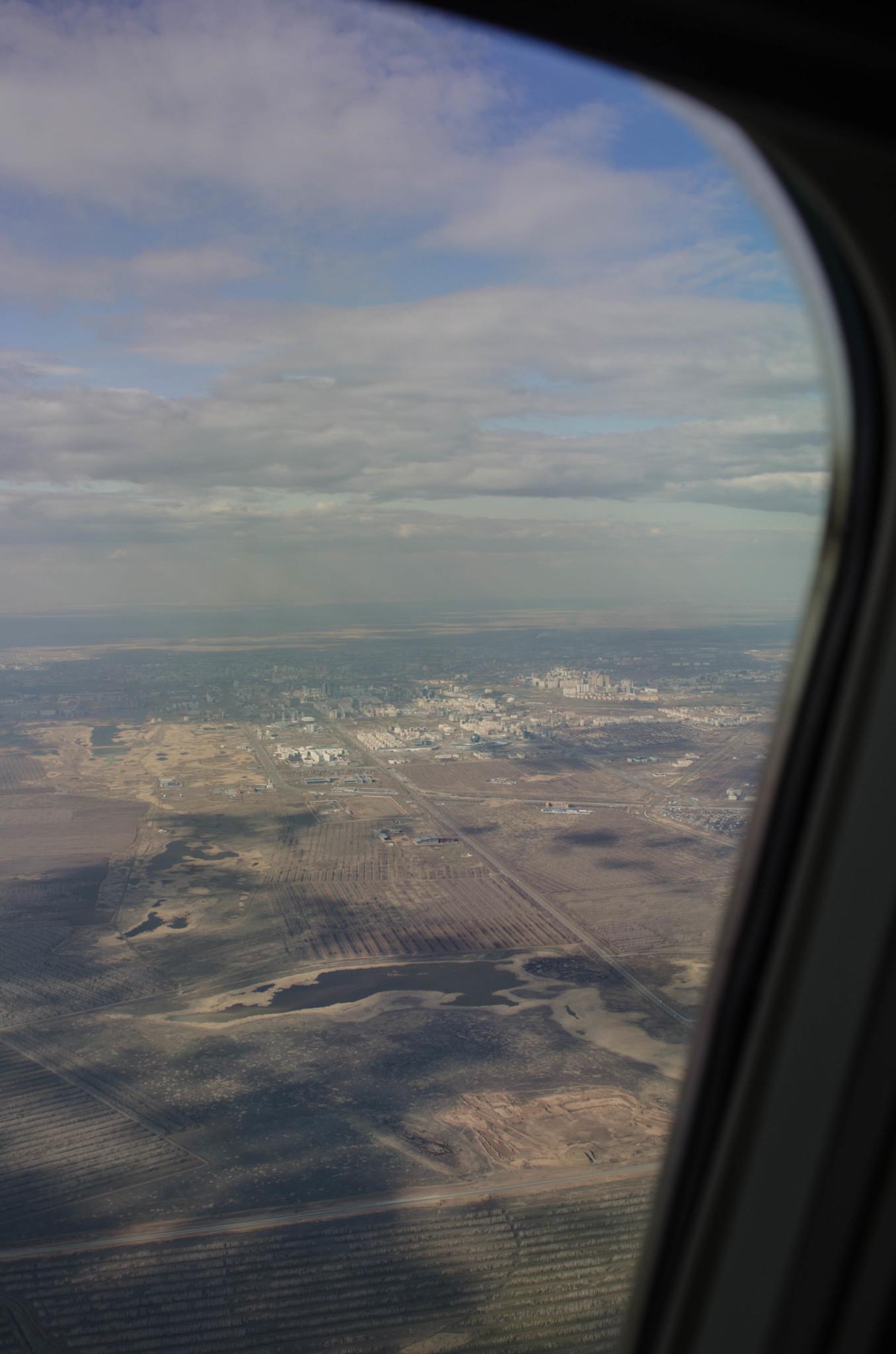 Aussicht aus dem Flugzeug der Air Astana