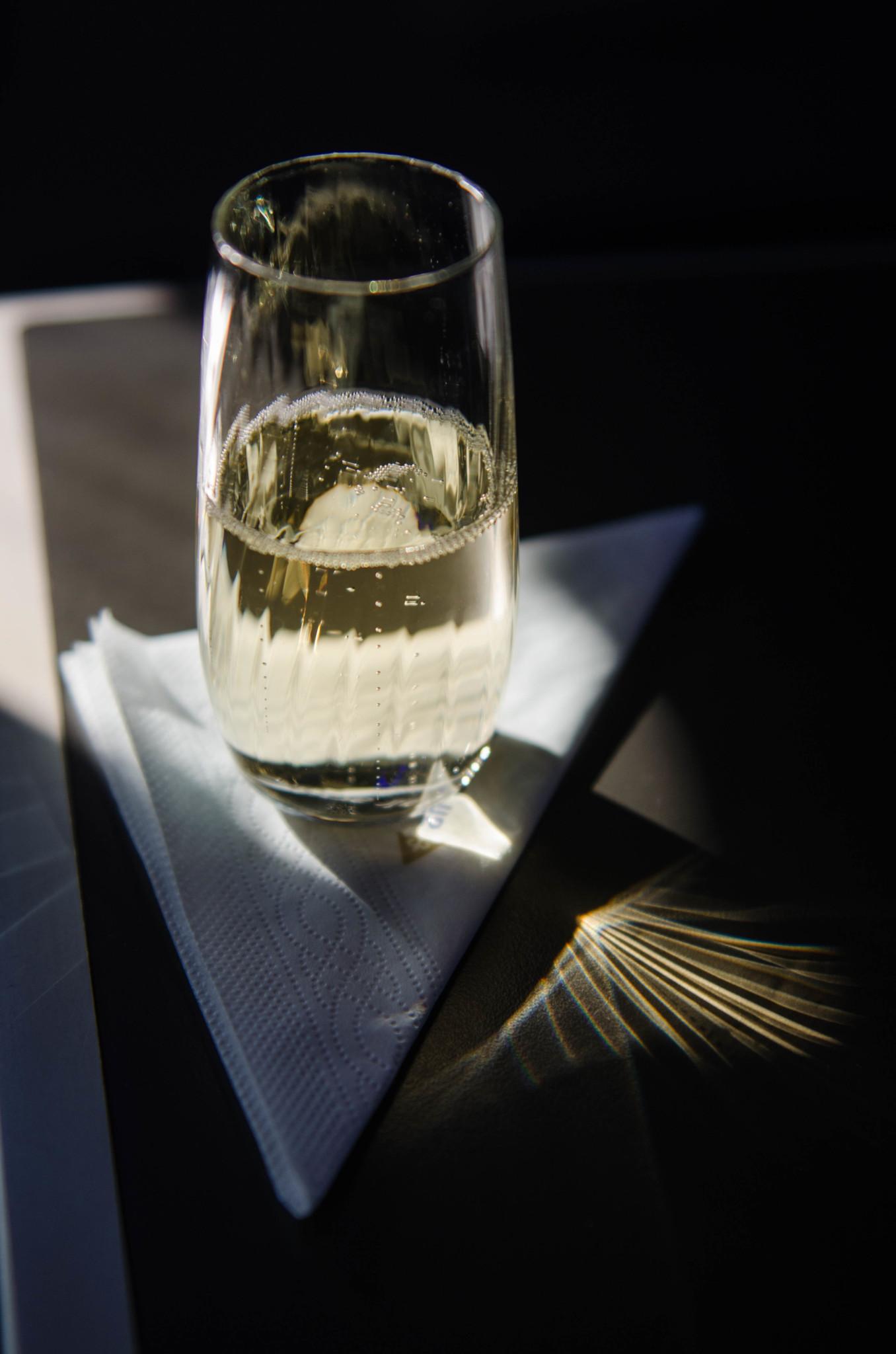 Champagner in der Business Class von Air Astana